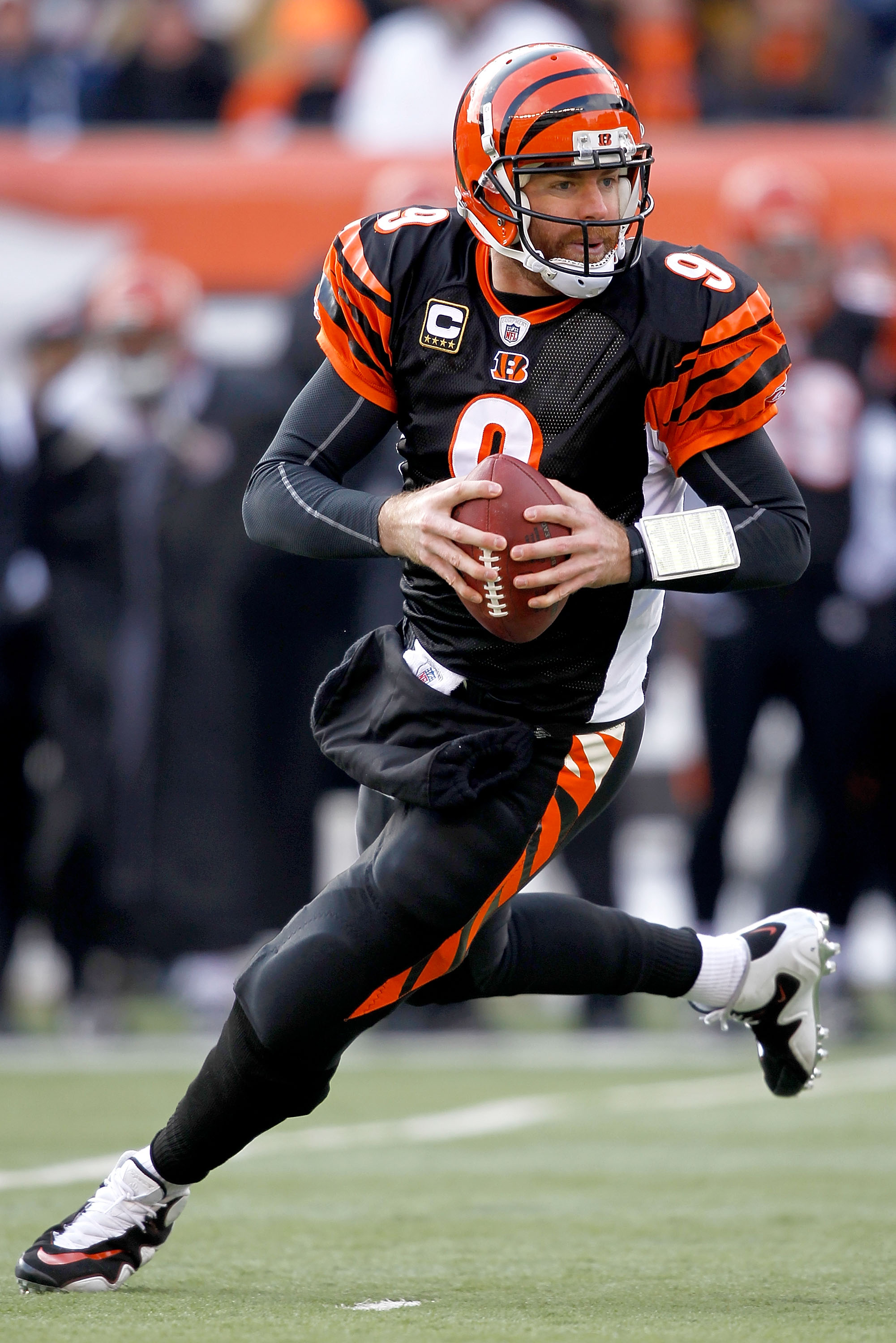 CINCINNATI, OH - DECEMBER 19:  Quarterback Carson Palmer #9 of the Cincinnati Bengals rolls out of the pocket while playing the Cleveland Browns at Paul Brown Stadium on December 19, 2010 in Cincinnati, Ohio.  (Photo by Matthew Stockman/Getty Images)