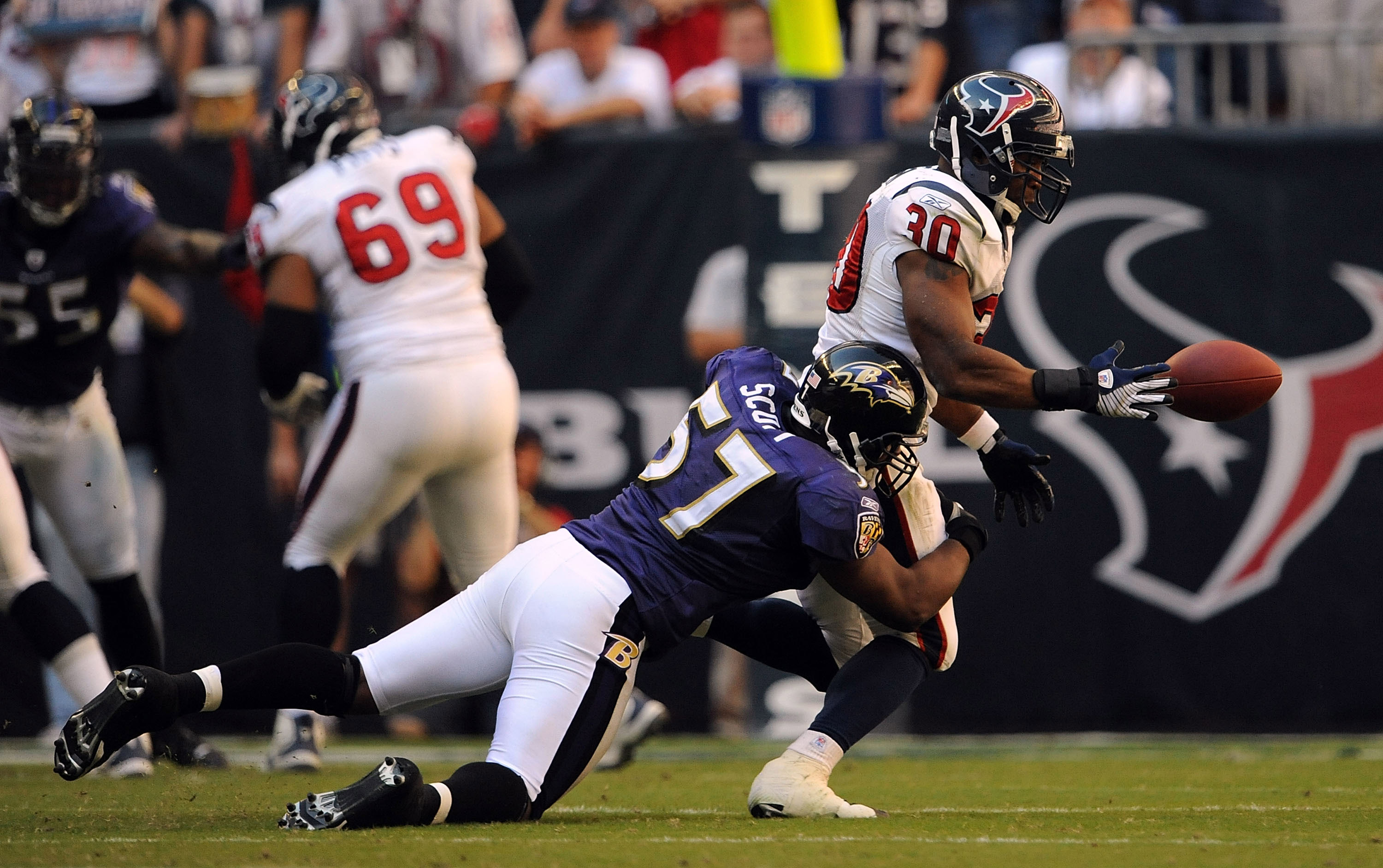 HOUSTON - NOVEMBER 09:  Running back Ahman Green #30 of the Houston Texans drops a pass while tackled by Bart Scott #57 of the Baltimore Ravens at Reliant Stadium on November 9, 2008 in Houston, Texas.  (Photo by Ronald Martinez/Getty Images)