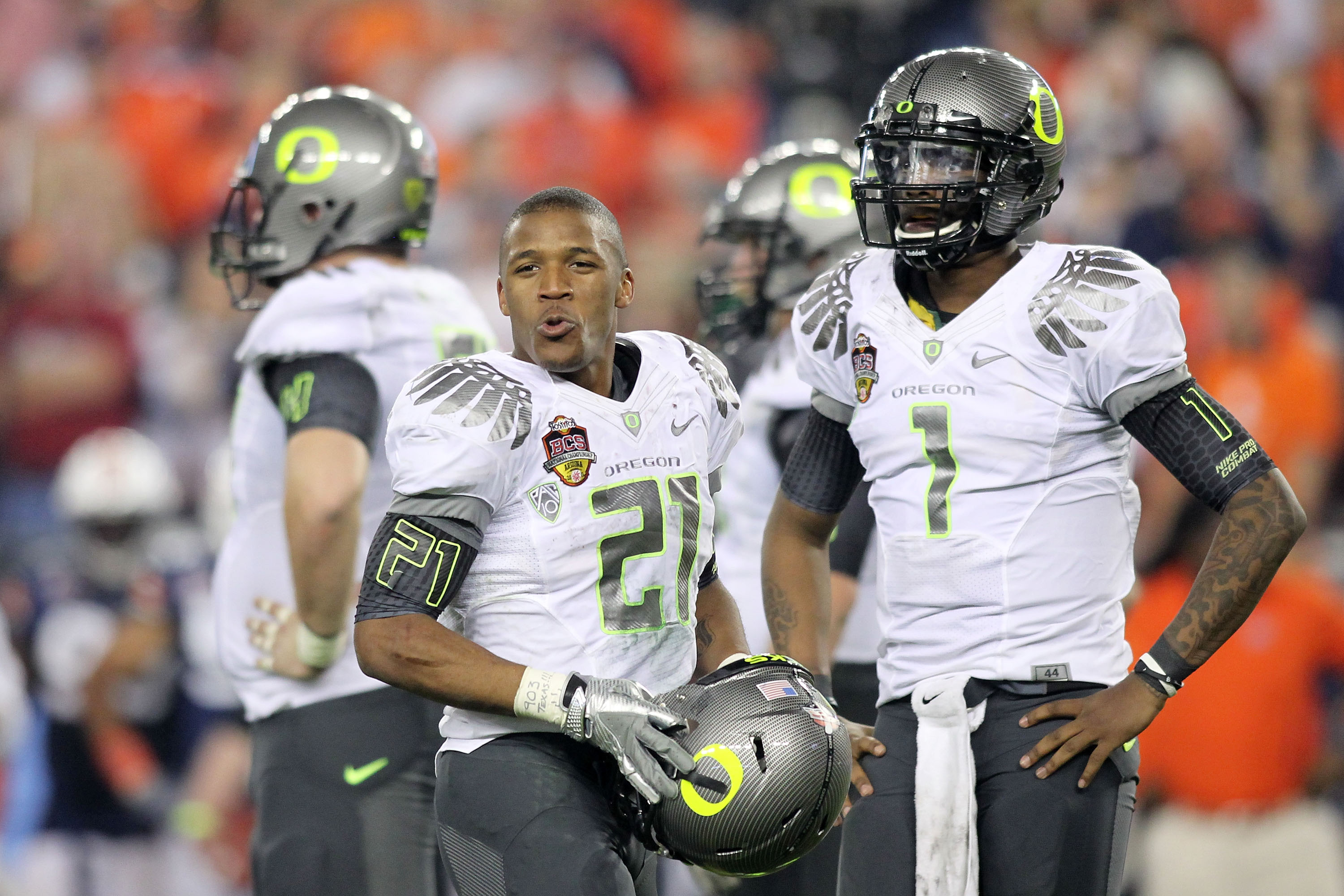 GLENDALE, AZ - JANUARY 10: LaMichael James #21 and Darron Thomas #1 of the Oregon Ducks react to the Auburn Tigers during the Tostitos BCS National Championship Game at University of Phoenix Stadium on January 10, 2011 in Glendale, Arizona. (Photo by Jona