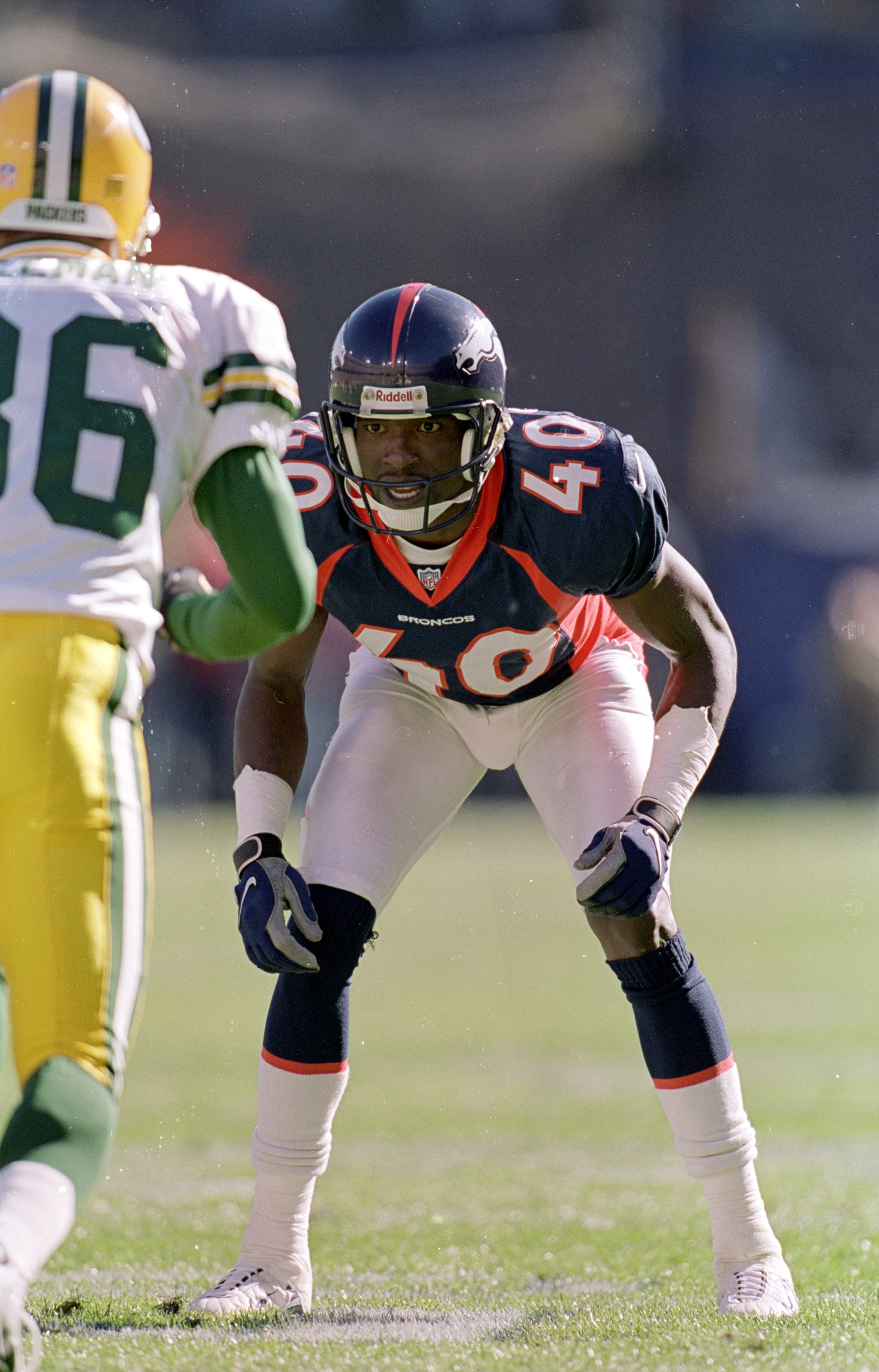 17 Oct 1999: Dale Carter #40 of the Denver Broncos gets ready to move during the game against the Green Bay Packers at the Mile High Stadium in Denver, Colorado. The Broncos defeated the Packers 31-10.