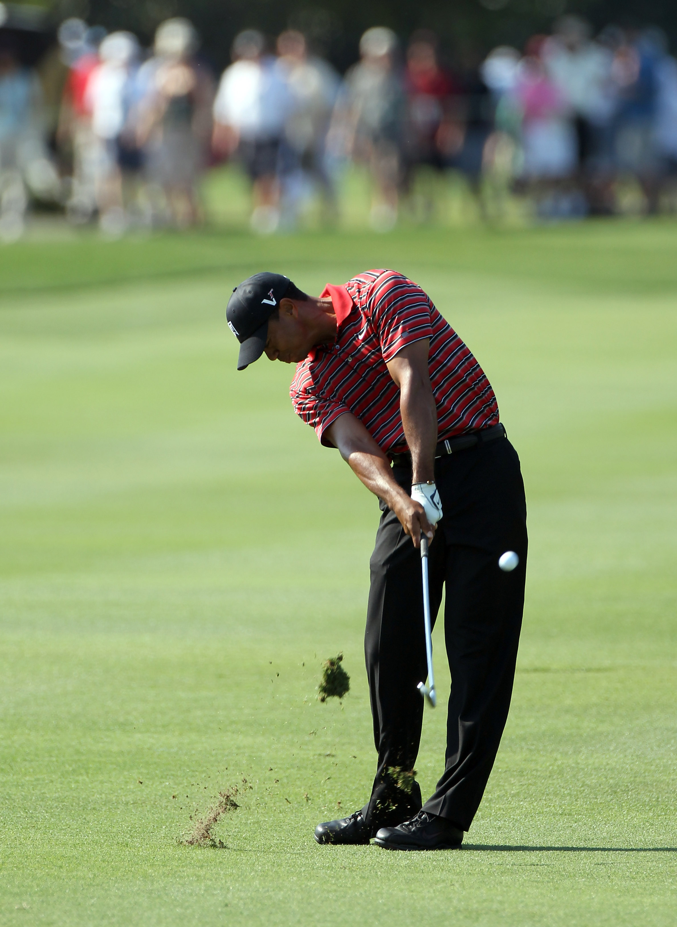 ORLANDO, FL - MARCH 27:  Tiger Woods plays a shot on the 1st hole during the final round of the Arnold Palmer Invitational presented by MasterCard at the Bay Hill Club and Lodge on March 27, 2011 in Orlando, Florida.  (Photo by Sam Greenwood/Getty Images)