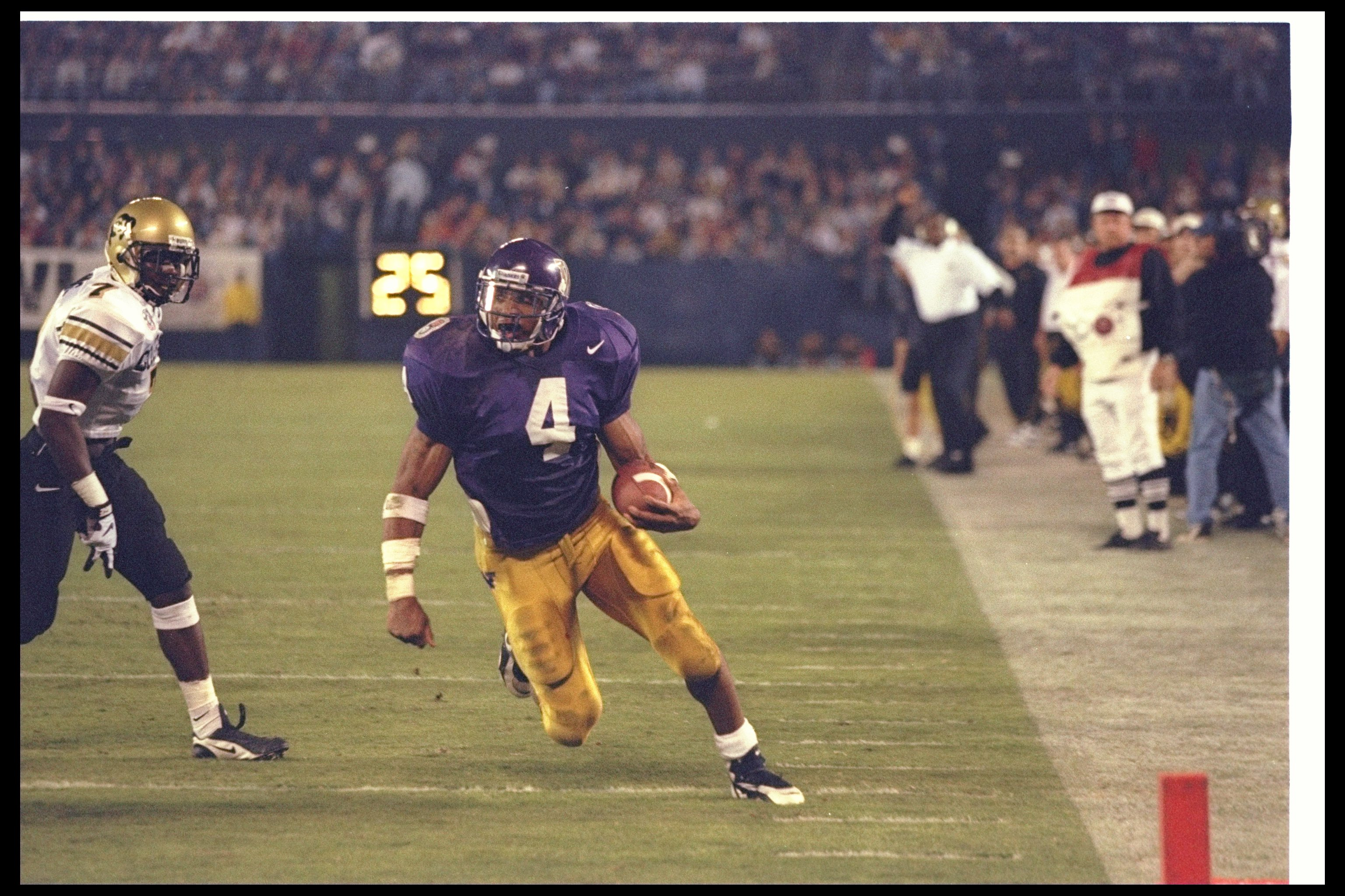30 Dec 1996:  Wide receiver Corey Dillon of the Washington Huskies moves the ball during the Holiday Bowl against the Colorado Buffaloes at Jack Murphy Stadium in San Diego, California.  Colorado won the game, 33-21. Mandatory Credit: Jed Jacobsohn  /Alls