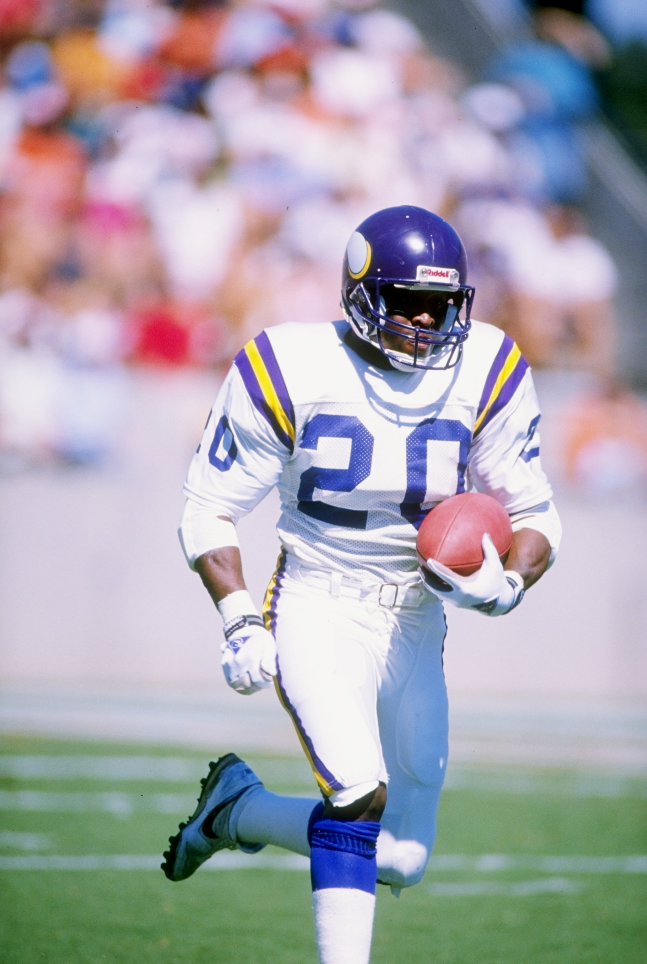 23 Oct 1988:  Running back Darrin Nelson of the Minnesota Vikings runs with the ball during a game against the Tampa Bay Buccaneers at Tampa Stadium in Tampa, Florida.  The Vikings won the game 49-20. Mandatory Credit: Allen Steele  /Allsport