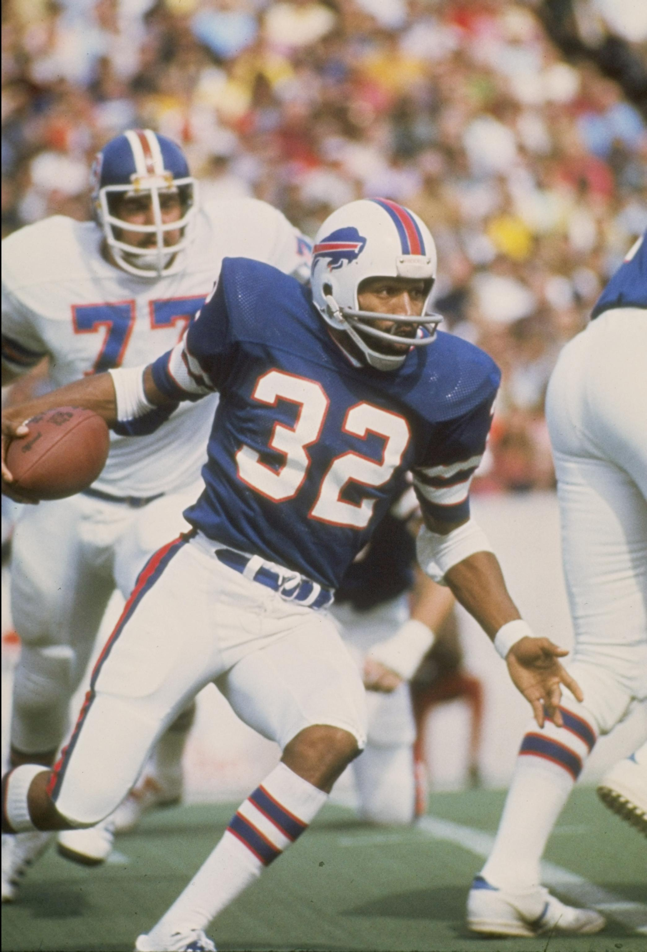 JAN 1 1980:  O.J. Simpson of the Buffalo Bills in action during a game against the Denver Broncos at Rich Stadium in Buffalo, New York.  Mandatory Credit: Getty Images