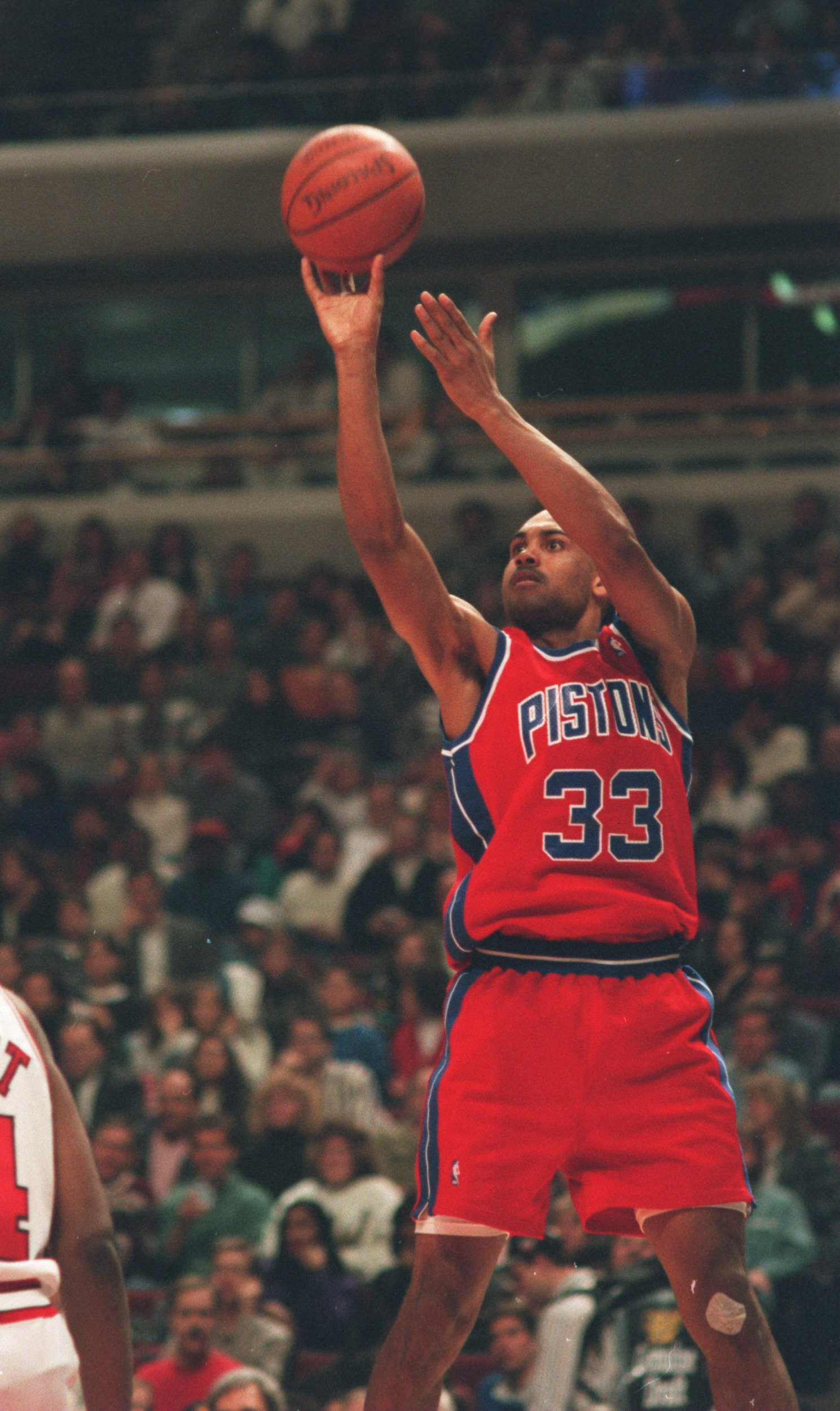 17 FEB 1995:  GRANT HILL OF THE DETROIT PISTONS PUTS UP A JUMP SHOT DURING THEIR GAME AGAINST THE CHICAGO BULLS AT THE UNITED CENTER IN CHICAGO, ILLINOIS. Mandatory Credit: ALLSPORT/ALLSPORT
