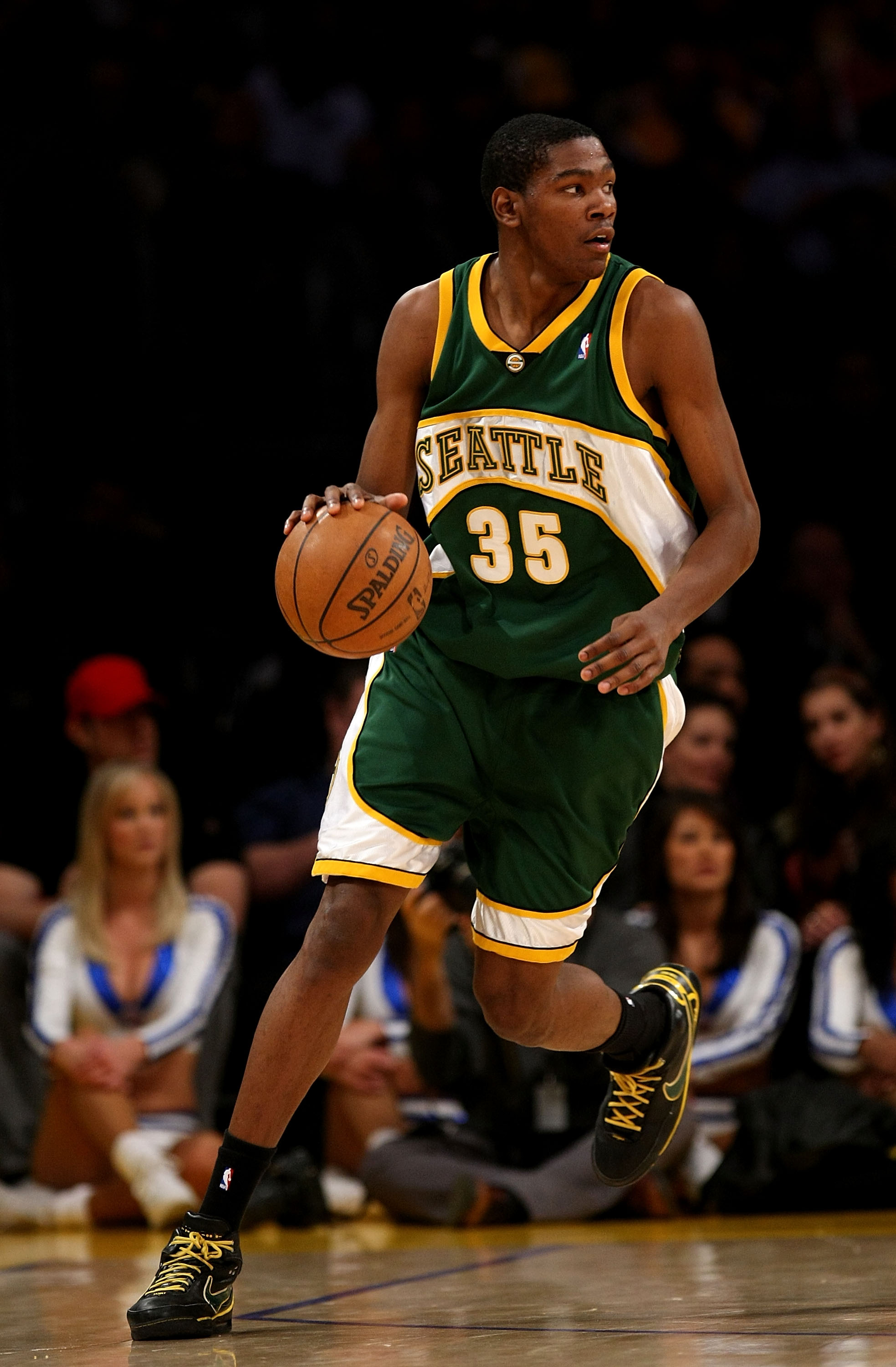 LOS ANGELES, CA - NOVEMBER 27:  Kevin Durant #35 of the Seattle SuperSonics dribbles against the Los Angeles Lakers on November 27, 2007 at Staples Center in Los Angeles, California.   The Lakers won 106-99. NOTE TO USER: User expressly acknowledges and a