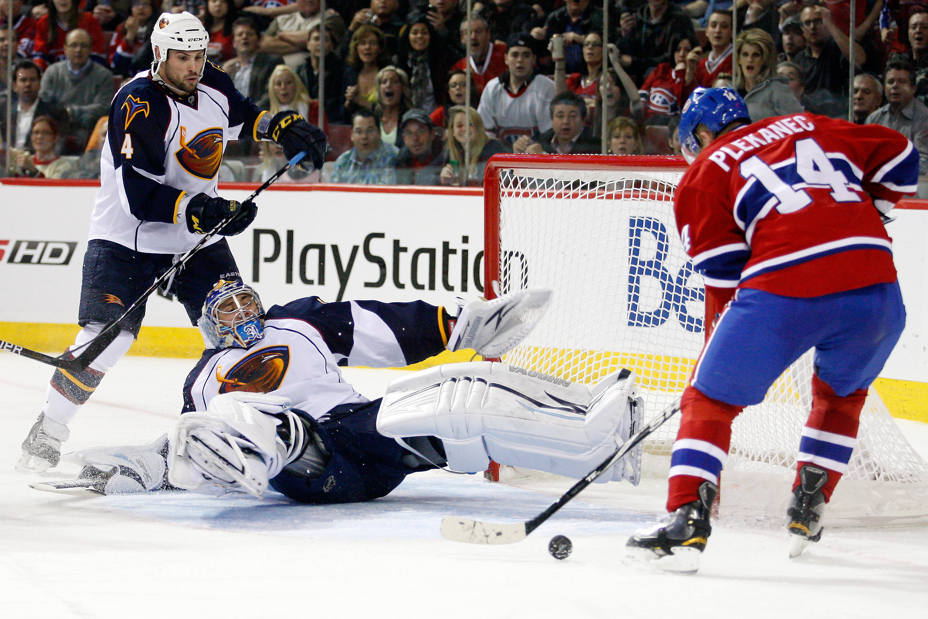 MONTREAL, CANADA - MARCH 29:  Tomas Plekanec #14 of the Montreal Canadiens gets the rebounding puck in front of Ondrej Pavelec #31 of the Atlanta Thrashers during the NHL game at the Bell Centre on March 29, 2011 in Montreal, Quebec, Canada.  (Photo by Ri