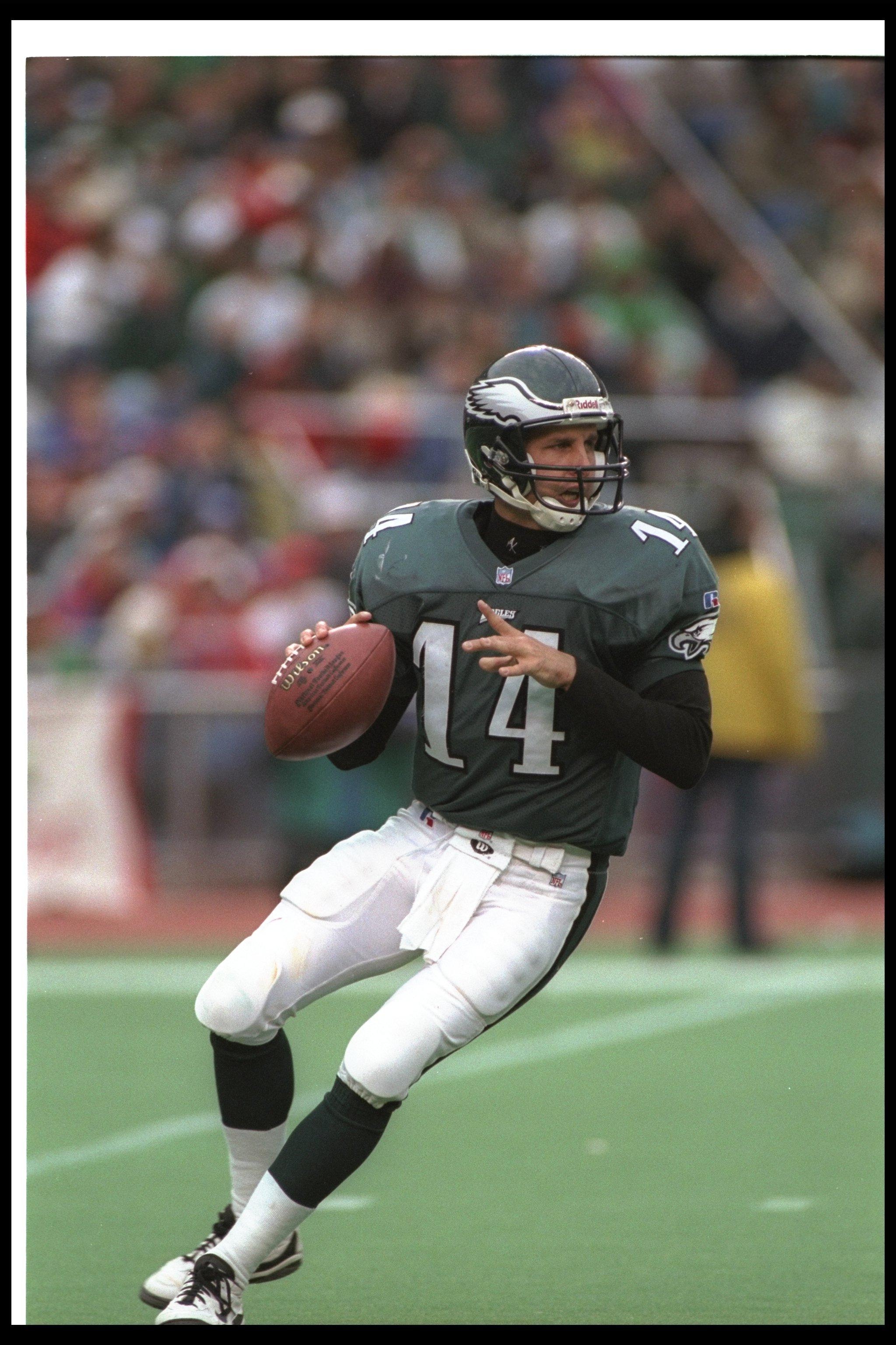 ea546556915 10 Nov 1996: Quarterback Ty Detmer of the Philadelphia Eagles looks to pass  the ball