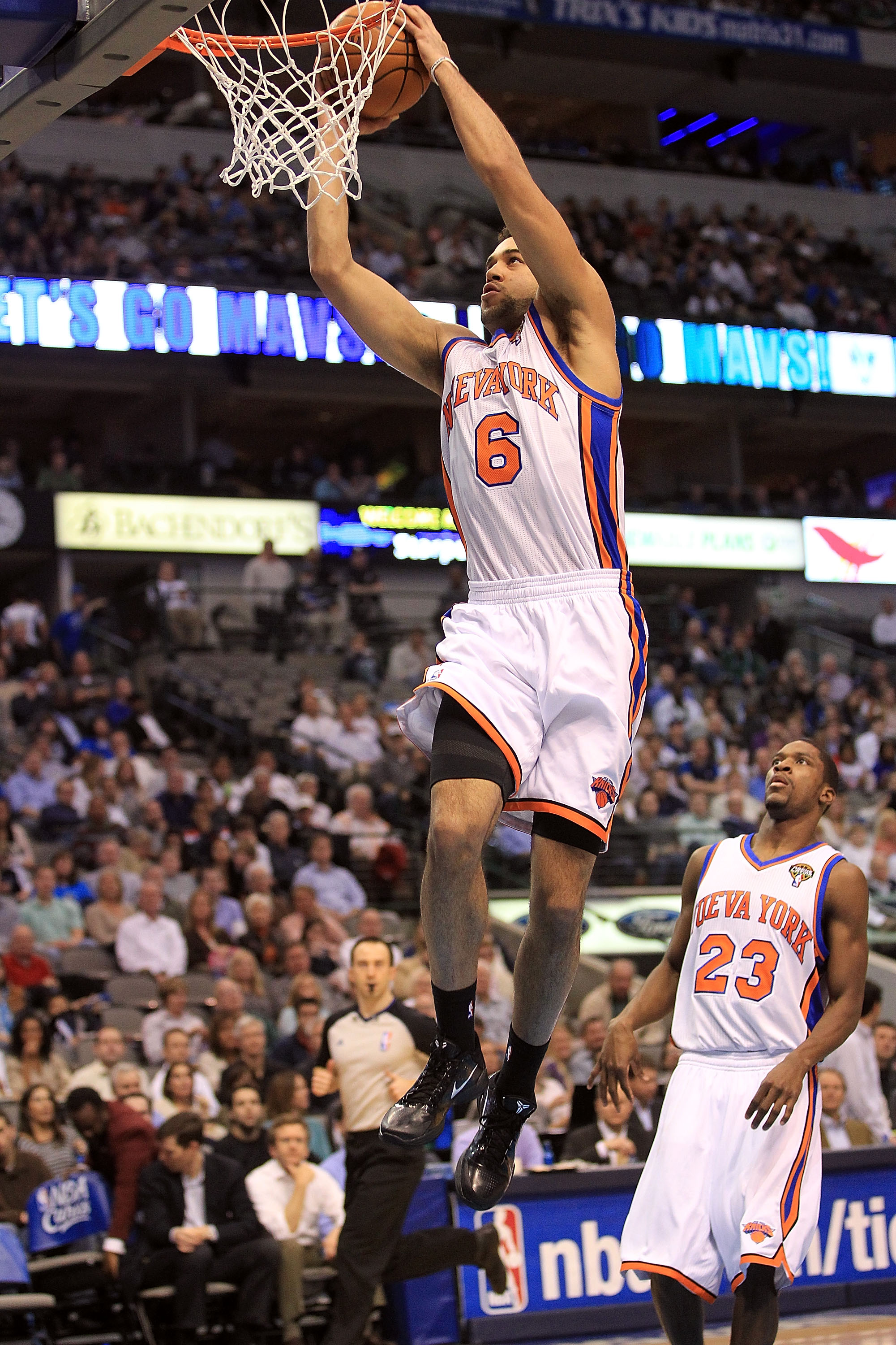DALLAS, TX - MARCH 10:  Forward Landry Fields #6 of the New York Knicks makes a slam dunk against the Dallas Mavericks at American Airlines Center on March 10, 2011 in Dallas, Texas.  NOTE TO USER: User expressly acknowledges and agrees that, by downloadi