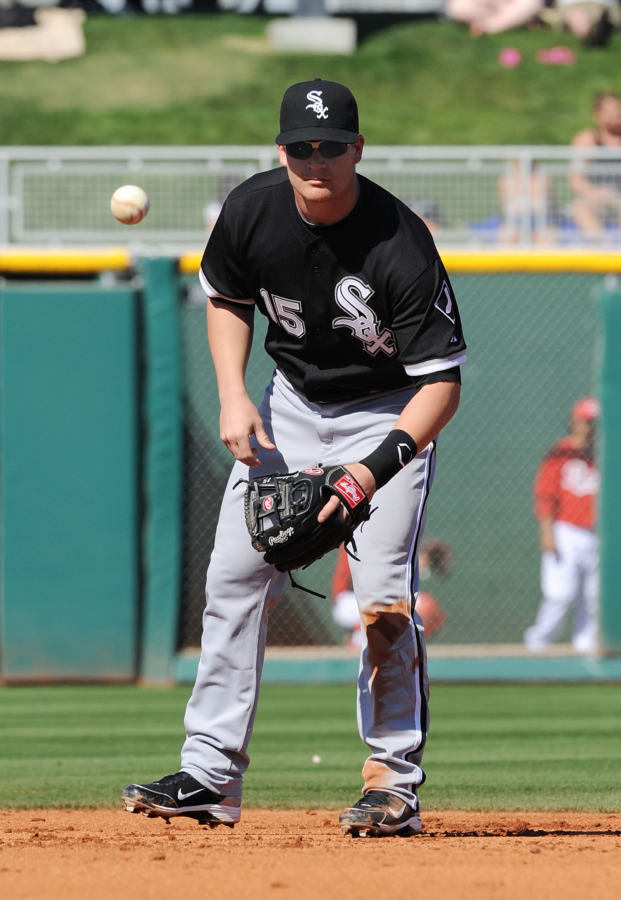 GOODYEAR, AZ - MARCH 02:  Gordon Beckham #15 of the Chicago White Sox fields a ground ball against the Cincinnati Reds during a spring training game at Goodyear Ballpark on March 2, 2011 in Goodyear, Arizona.  (Photo by Norm Hall/Getty Images)