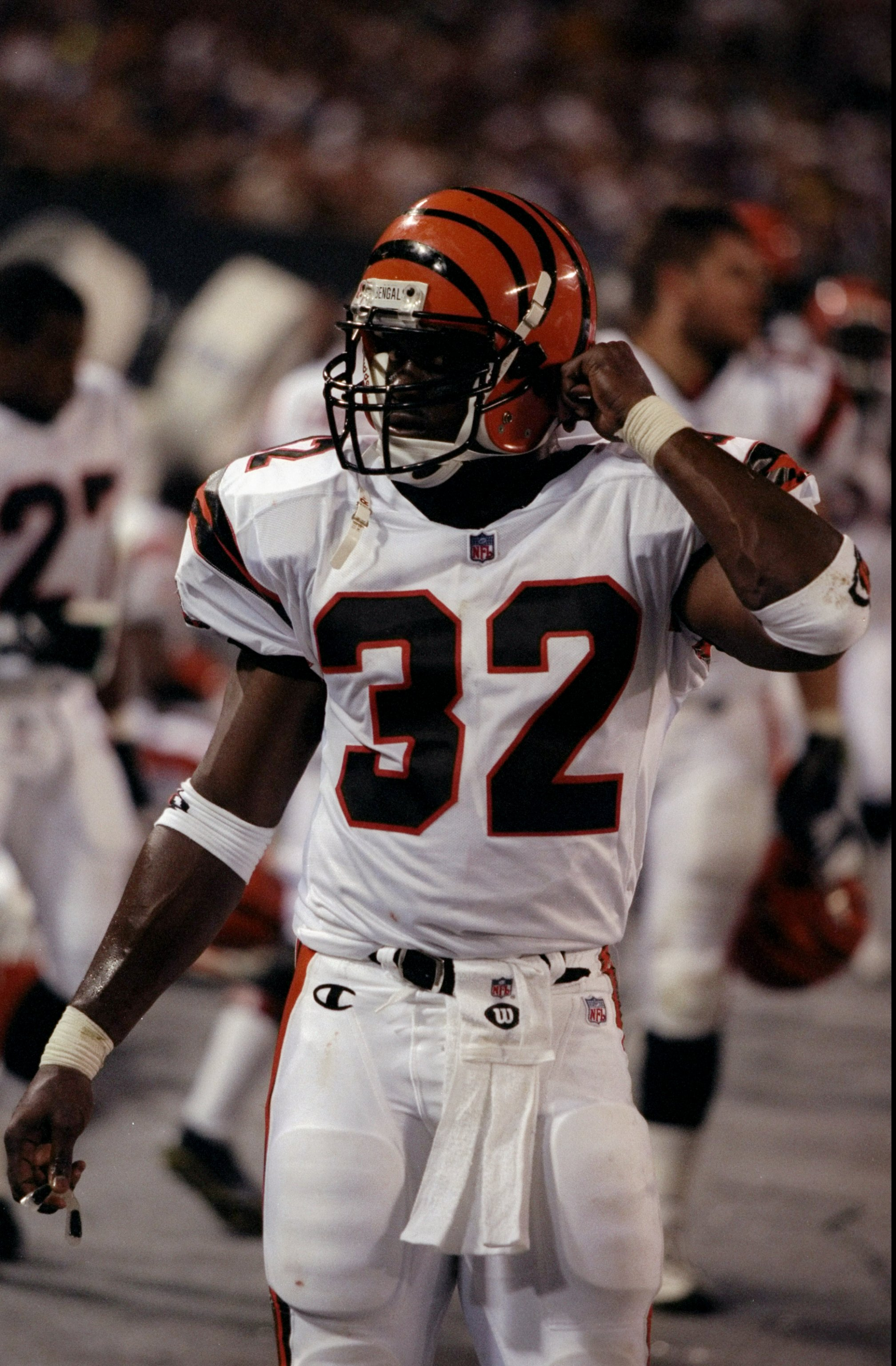 8 Aug 1998:  Running back Ki-Jana Carter #32 of the Cincinnati Bengals in action during a pre-season game against the New York Giants at the Giants Stadium in East Rutherford, New York. The Giants defeated the Bengals 24-17. Mandatory Credit: David Seelig