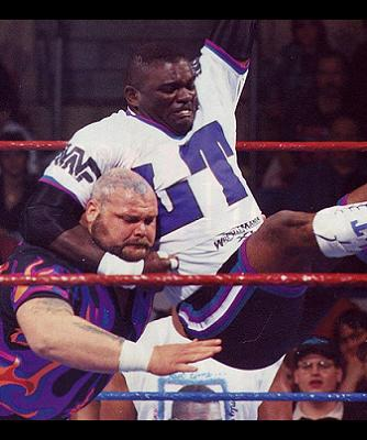 Lawrence Taylor vs. Bam Bam Bigelow in the main event of Wrestlemania XI