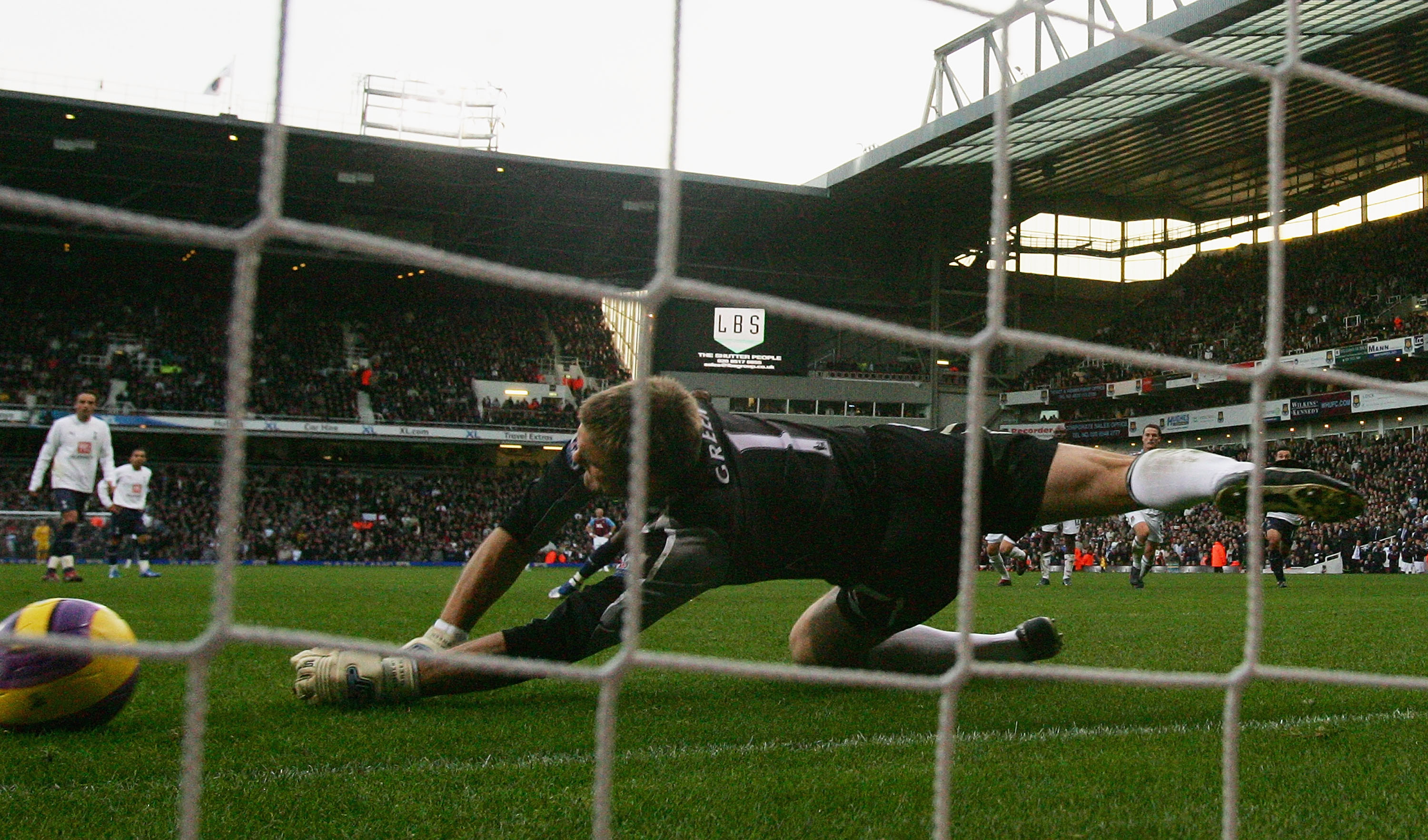 LONDON - NOVEMBER 25:  Robert Green of West Ham saves a penalty during the Barclays Premier League match between West Ham United and Tottenham Hotspur at Upton Park on November 25, 2007 in London, England.  (Photo by Hamish Blair/Getty Images)