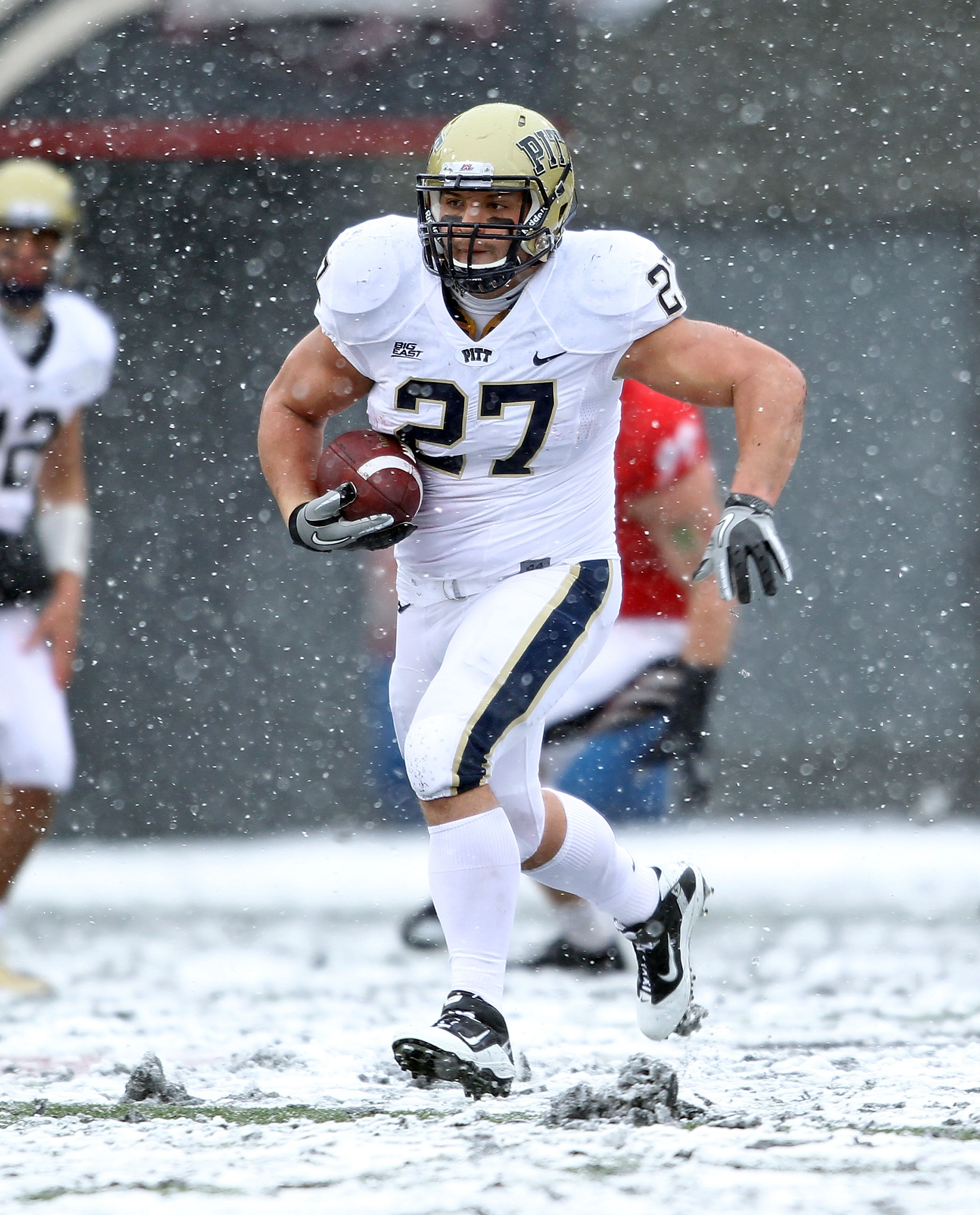 CINCINNATI, OH - DECEMBER 04:  Henry Hynoski #27 of the Pittsburgh Panthers runs with the ball during the Big East Conference game against the Cincinnati Bearcats at Nippert Stadium on December 4, 2010 in Cincinnati, Ohio.  Pittsburgh won 28-10.  (Photo b