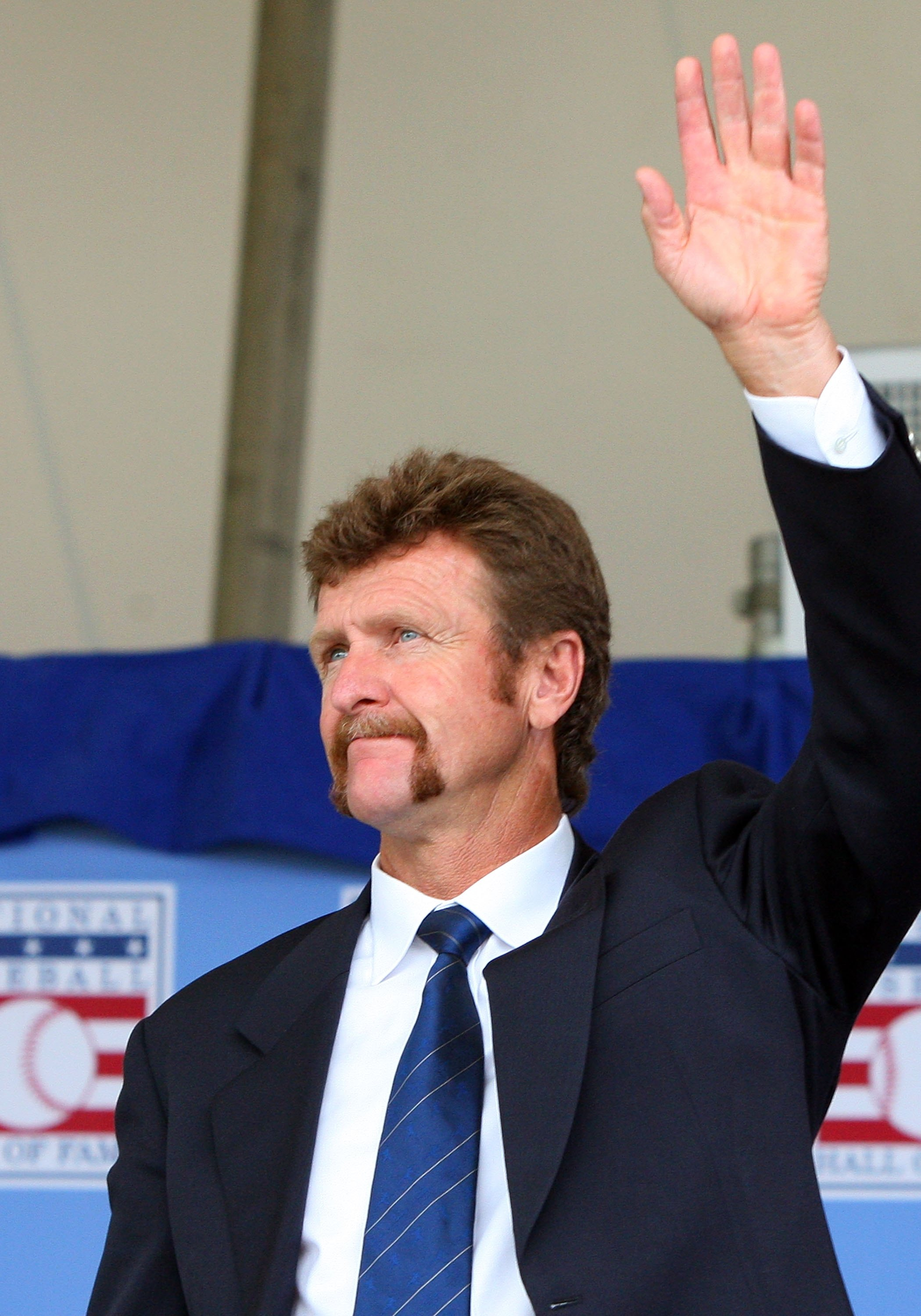 COOPERSTOWN, NY - JULY 26:  Hall of Famer Robin Yount waves to the crowd as he is introduced at Clark Sports Center during the 2009  Baseball Hall of Fame induction ceremony on July 26, 2009 in Cooperstown, New York.  (Photo by Jim McIsaac/Getty Images)