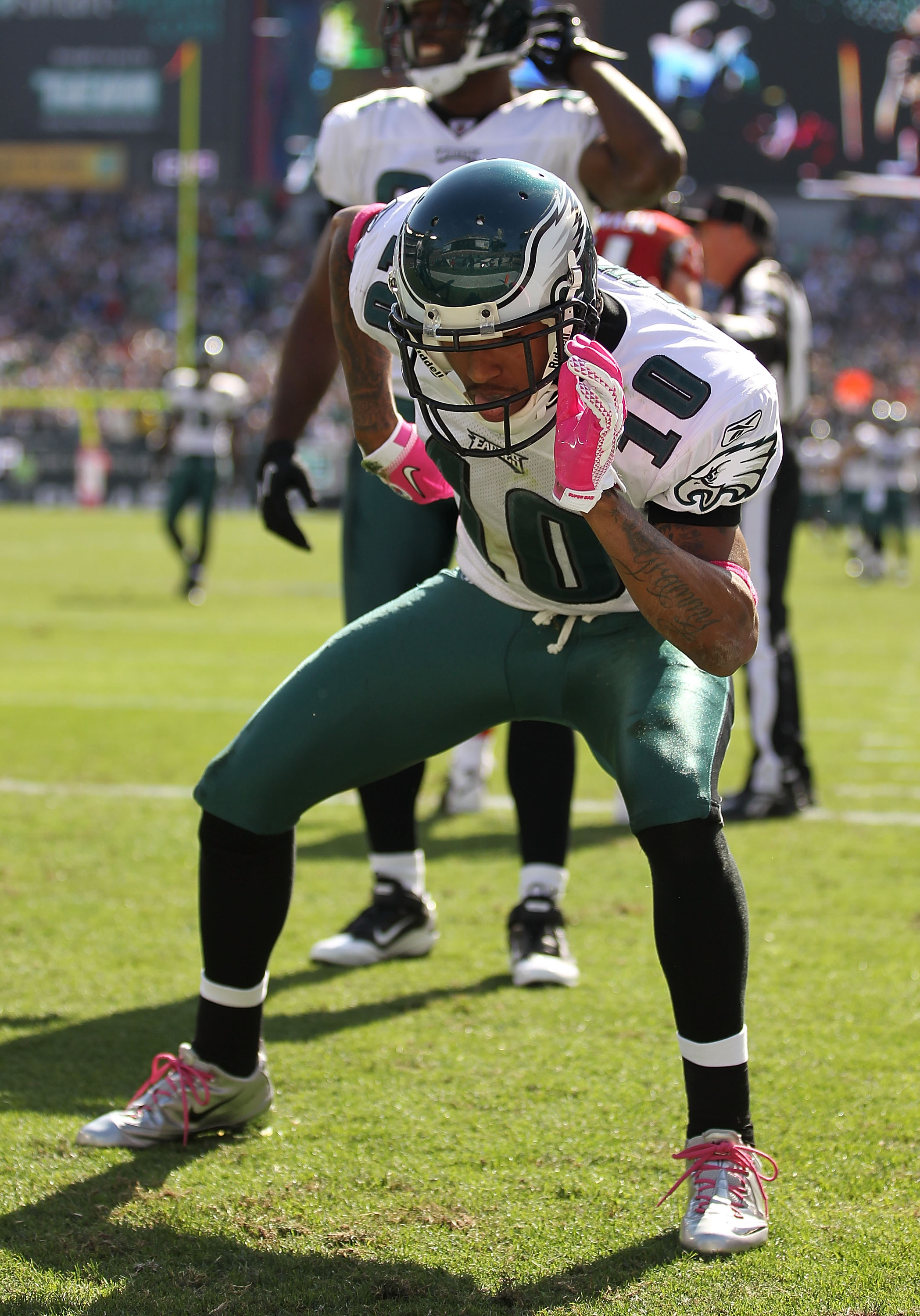 PHILADELPHIA - OCTOBER 17:  DeSean Jackson #10 of the Philadelphia Eagles celebrates after scoring a touchdown in the first quarter against the Atlanta Falcons defends during their game at Lincoln Financial Field on October 17, 2010 in Philadelphia, Penns