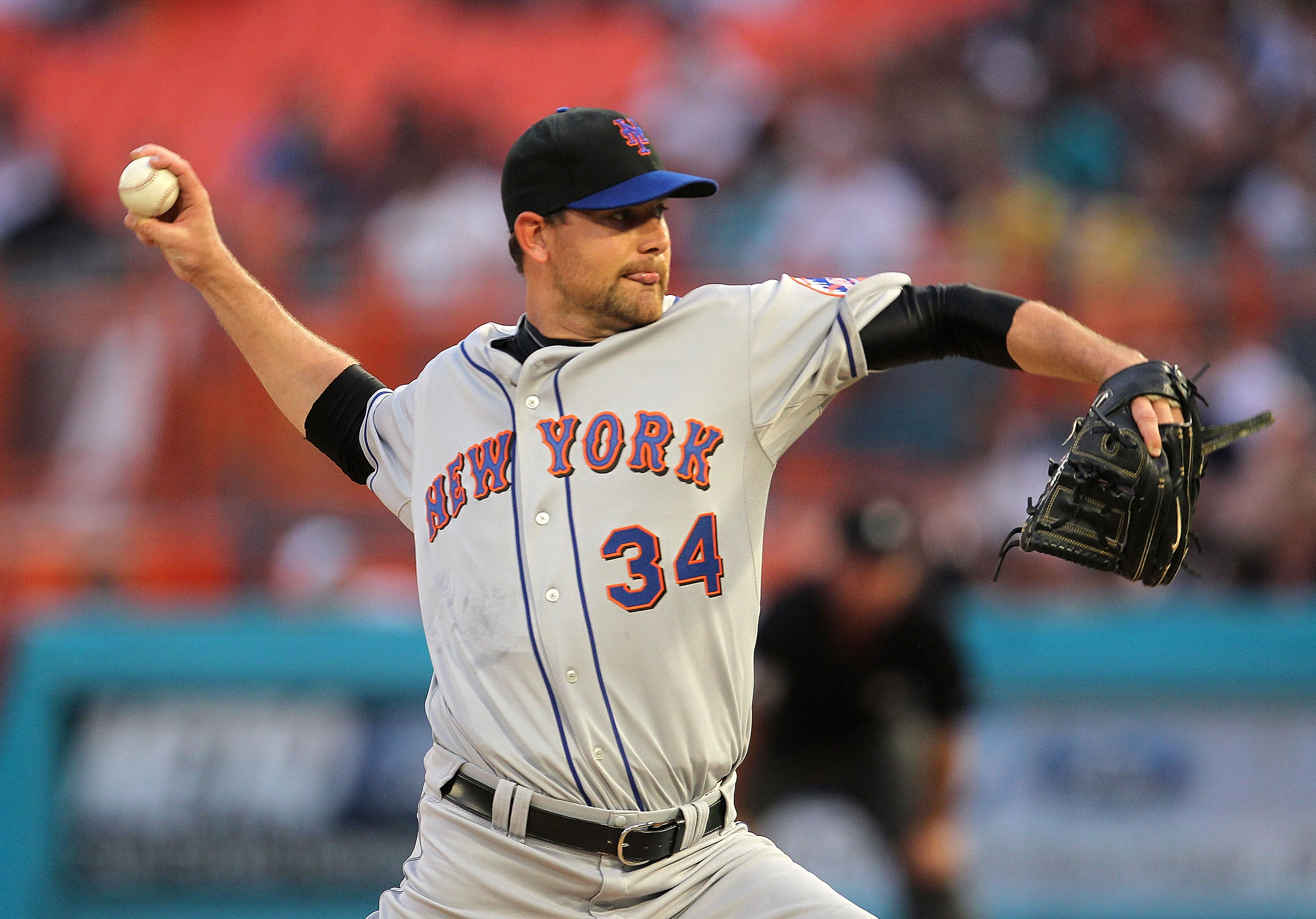 MIAMI GARDENS, FL - APRIL 01: Mike Pelfrey #34 of the New York Mets pitches during opening day against the Florida Marlins at Sun Life Stadium on April 1, 2011 in Miami Gardens, Florida.  (Photo by Mike Ehrmann/Getty Images)