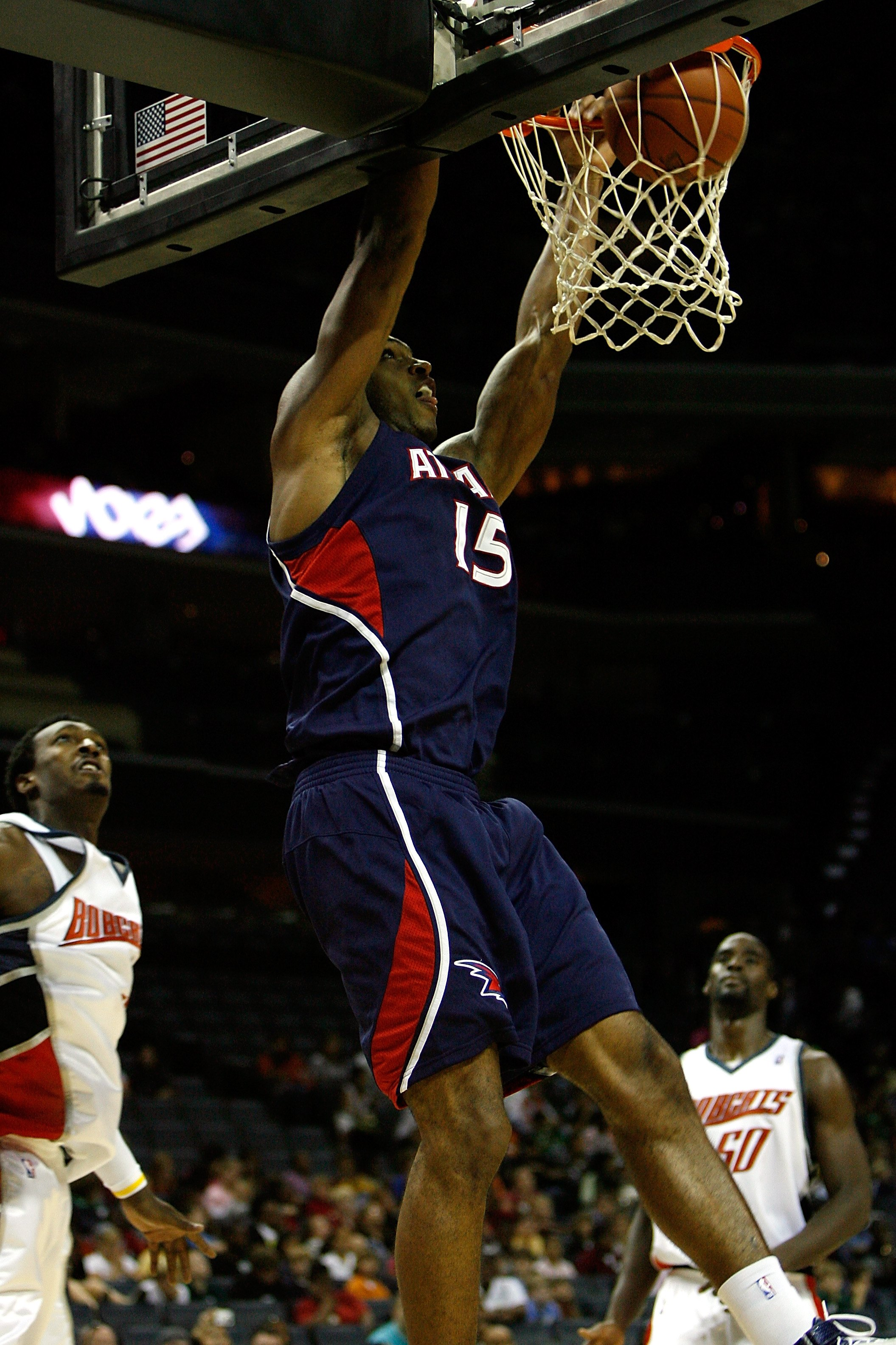 CHARLOTTE, NC - OCTOBER 18:  Al Horford #15 of the Atlanta Hawks slam dunks during the game against the Charlotte Bobcats at Charlotte Bobcats Arena on October 18, 2007 in Charlotte, North Carolina.  The Hawks won 104-98.  NOTE TO USER: User expressly ack