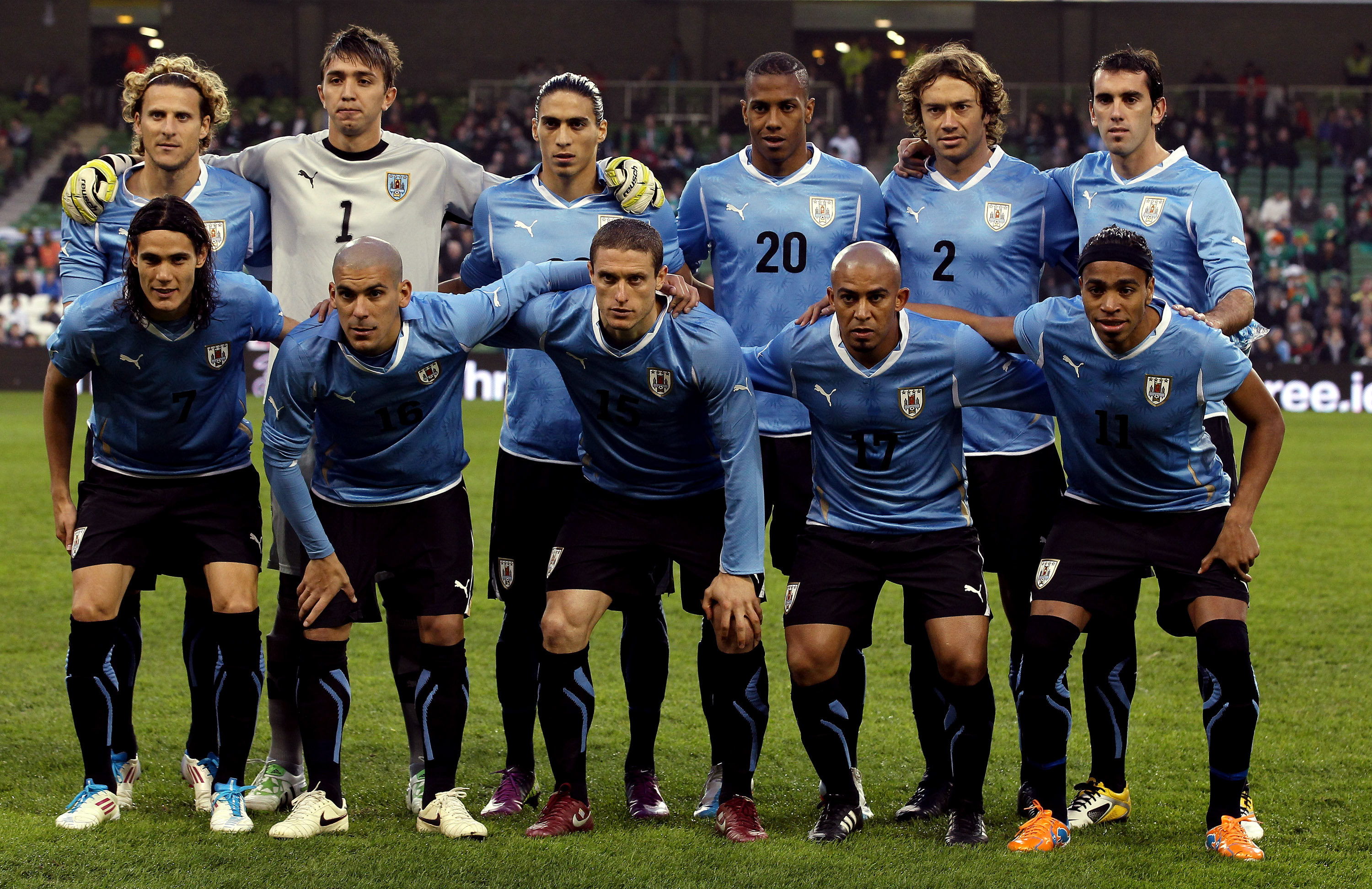 DUBLIN, IRELAND - MARCH 29:  Uruguay team line up for a team photo during the International Friendly match between Republic of Ireland and Uruguay at the Aviva Stadium on March 29, 2011 in Dublin, Ireland.  (Photo by Ian Walton/Getty Images)