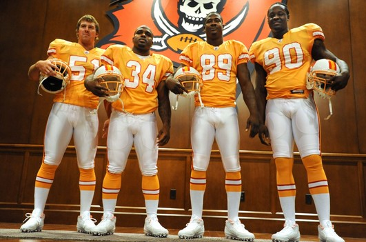 photo courtesy http://theheapblog.wordpress.com/2009/07/31/buccaneers-introduce-throwback-jersey/