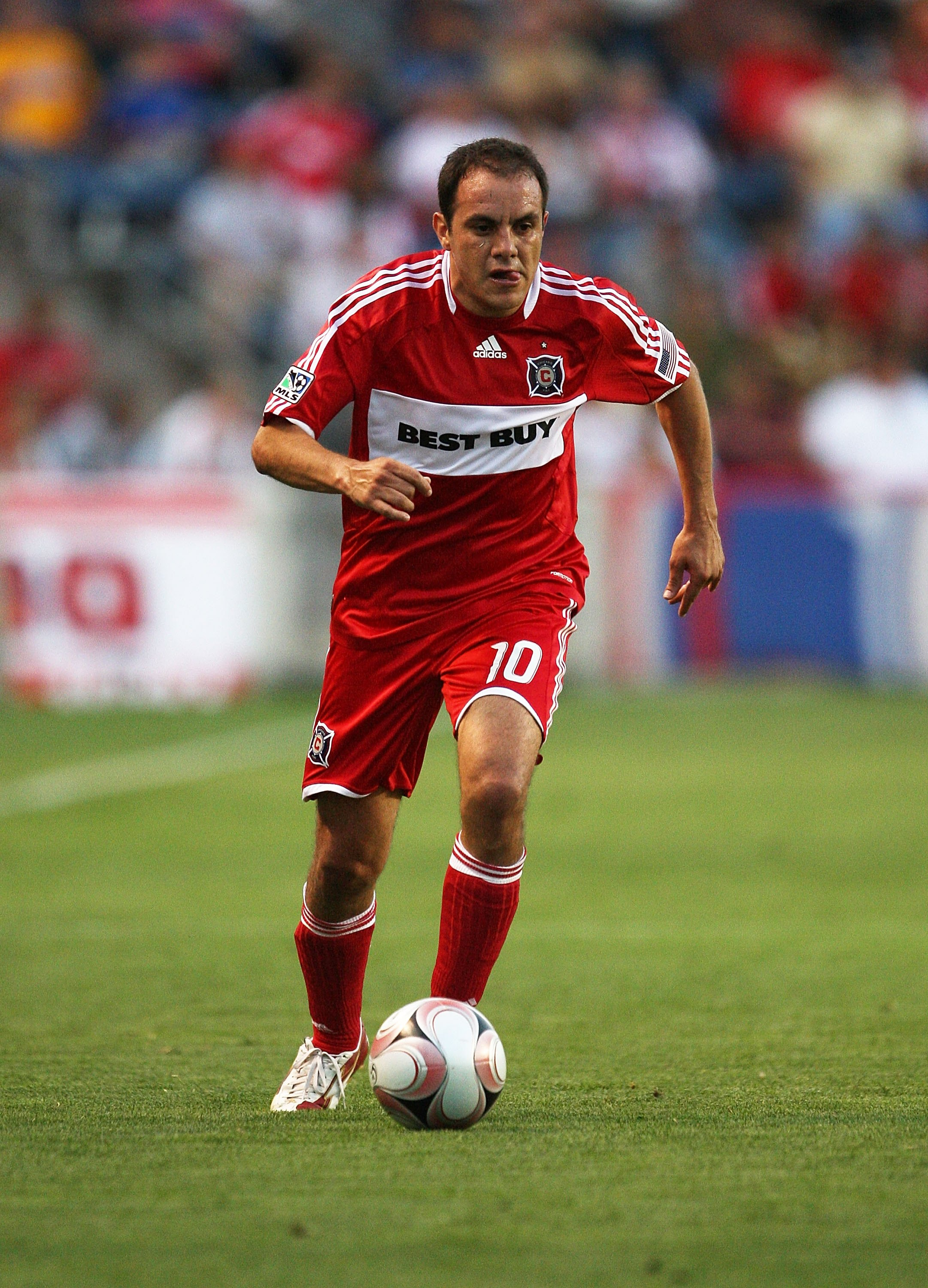 BRIDGEVIEW, IL - AUGUST 05: Cuauhtemoc Blanco #10 of the Chicago Fire controls the ball against Tigres UANL during the SuperLiga 2009 Final on August 5, 2009 at Toyota Park in Bridgeview, Illinois. Tigres UANL defeated the Fire 1-1 (4-3) in a shoot out.