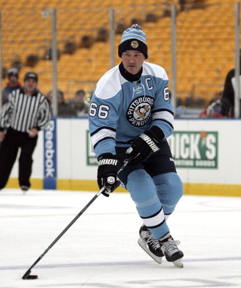 PITTSBURGH, PA - DECEMBER 31:  Mario Lemieux #66 of the Pittsburgh Penguins skates against the Washington Capitals during the 2011 NHL Winter Classic Alumni Game on December 31, 2010 at Heinz Field in Pittsburgh, Pennsylvania.  (Photo by Justin K. Aller/G