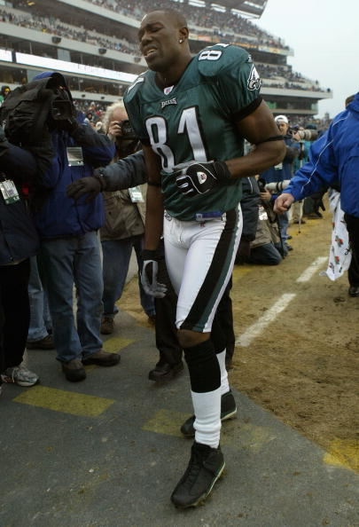 PHILADELPHIA - DECEMBER 19:  Terrell Owens #81 of the Philadelphia Eagles leaves the field in the third quarter after spraining his right ankle against the Dallas Cowboys as the Eagles defeated the Cowboys 12-7 during NFL action at Lincoln Financial Field