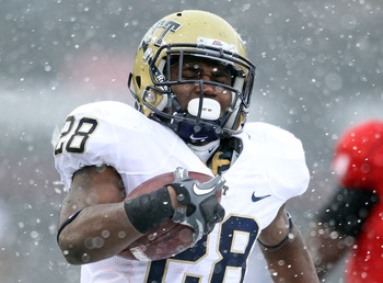 CINCINNATI, OH - DECEMBER 04:  Dion Lewis #28 of the Pittsburgh Panthers runs for a touchdown during the Big East Conference game against the Cincinnati Bearcats at Nippert Stadium on December 4, 2010 in Cincinnati, Ohio.  Pittsburgh won 28-10.  (Photo by
