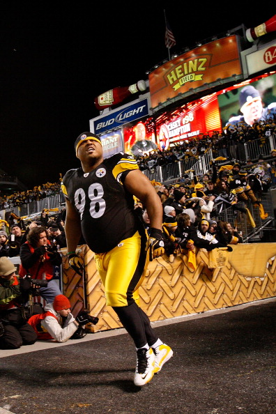 PITTSBURGH, PA - JANUARY 23:  Casey Hampton #98 of the Pittsburgh Steelers runs onto the field prior to their 2011 AFC Championship game against the New York Jets at Heinz Field on January 23, 2011 in Pittsburgh, Pennsylvania.  (Photo by Ronald Martinez/G