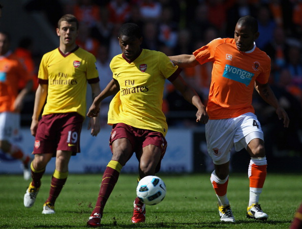 BLACKPOOL, ENGLAND - APRIL 10:  Abou Diaby of Arsenal holds off Jason Puncheon of Blackpool during the Barclays Premier League match between Blackpool and Arsenal at Bloomfield Road on April 10, 2011 in Blackpool, England.  (Photo by Alex Livesey/Getty Im