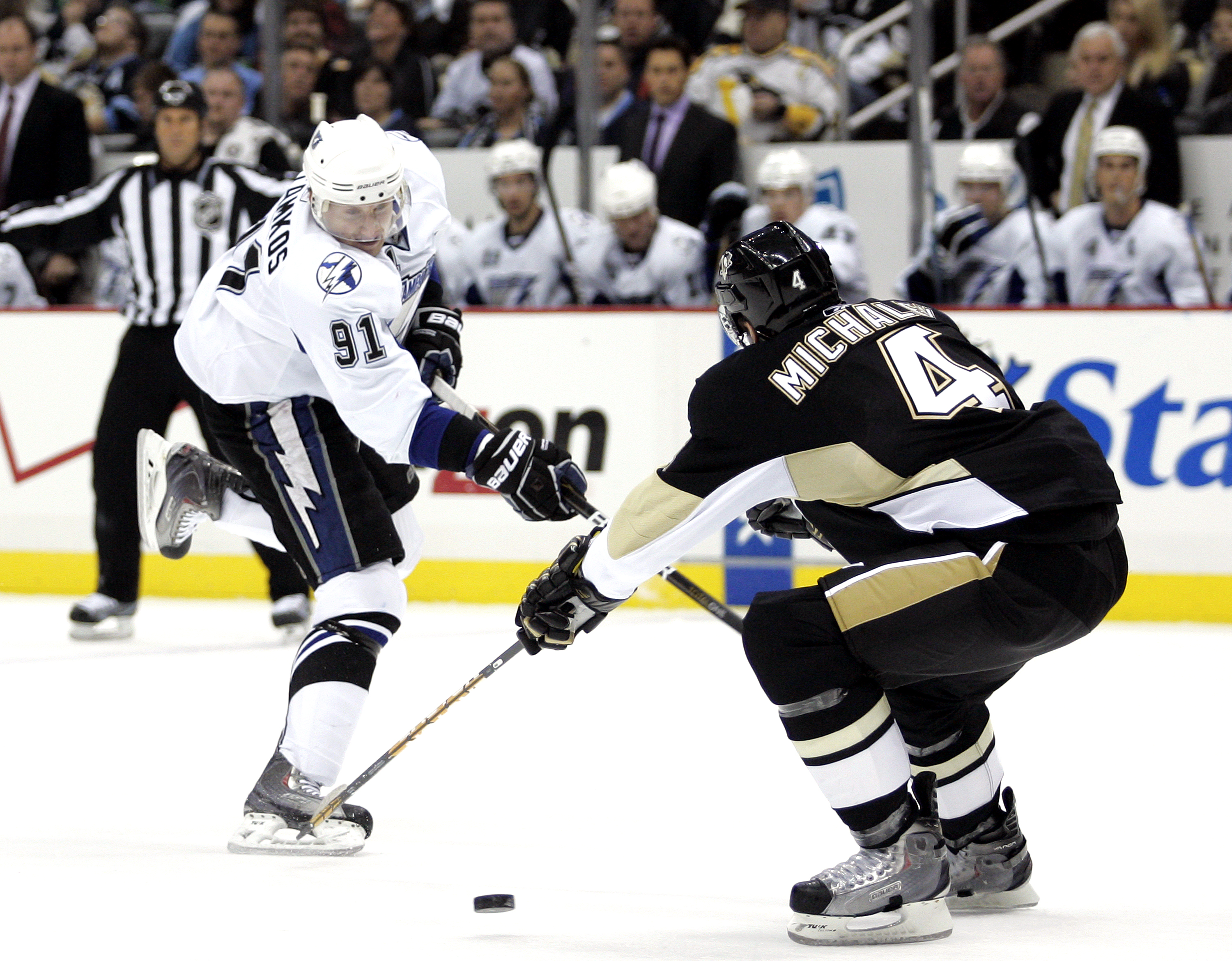 PITTSBURGH, PA - JANUARY 05:  Steven Stamkos #91 of the Tampa Bay Lightning takes a shot against the Pittsburgh Penguins on January 5, 2011 at Consol Energy Center in Pittsburgh, Pennsylvania.  (Photo by Justin K. Aller/Getty Images)