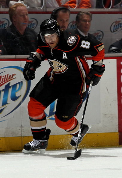 ANAHEIM, CA - APRIL 08:  Teemu Selanne #8 of the Anaheim Ducks controls the puck against the Los Angeles King at Honda Center on April 8, 2011 in Anaheim, California. The Ducks won 2-1 to clinch a berth in the playoffs.  (Photo by Stephen Dunn/Getty Image