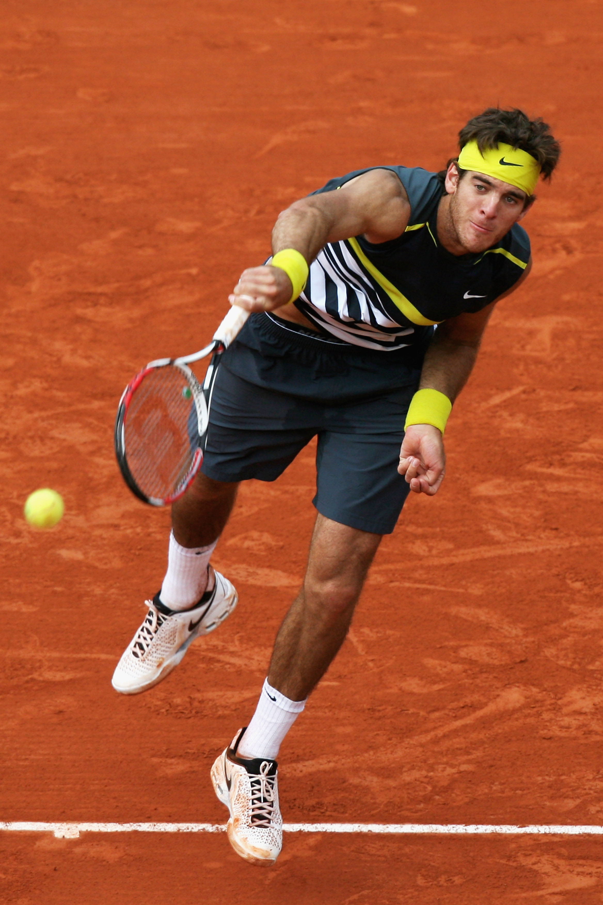 PARIS - JUNE 03:  Juan Martin Del Potro of Argentina serves during the Men's Singles Quarter Final match against Tommy Robredo of Spain on day eleven of the French Open at Roland Garros on June 3, 2009 in Paris, France.  (Photo by Matthew Stockman/Getty I