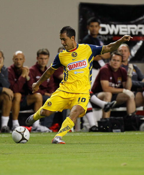 ATLANTA - JULY 28:  Daniel Montenegro #10 of Club America against Manchester City during the 2010 Aaron's International Soccer Challenge match at Georgia Dome on July 28, 2010 in Atlanta, Georgia.  (Photo by Kevin C. Cox/Getty Images)
