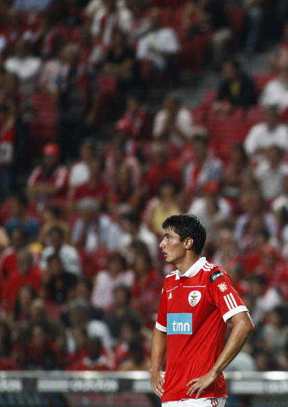 LISBON, PORTUGAL - AUGUST 28:  Oscar Cardozo of Benfica looks on during the Portuguese Liga match between Benfica and Vitoria Setubal at Luz Stadium on August 28, 2010 in Lisbon, Portugal.  (Photo by Patricia de Melo/EuroFootball/Getty Images)