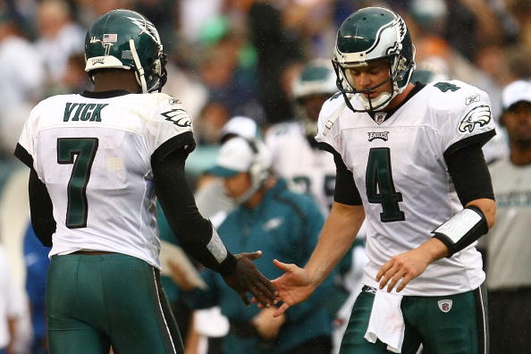 PHILADELPHIA - SEPTEMBER 27: Michael Vick #7 of the Philadelphia Eagles substitutes with team mate Kevin Kolb #4 against the Kansas City Chiefs on September 27, 2009 at Lincoln Financial Field in Philadelphia, Pennsylvania.  (Photo by Chris McGrath/Getty