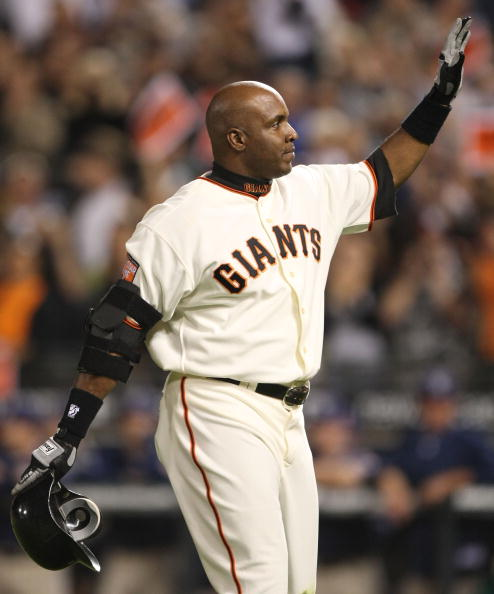 SAN FRANCISCO - SEPTEMBER 26:  Barry Bonds #25 of the San Francisco Giants waves to fans as he leaves the game against the San Diego Padres at the end of the sixth inning on September 26, 2007 at AT&T Park in San Francisco, California. Tonight will be the
