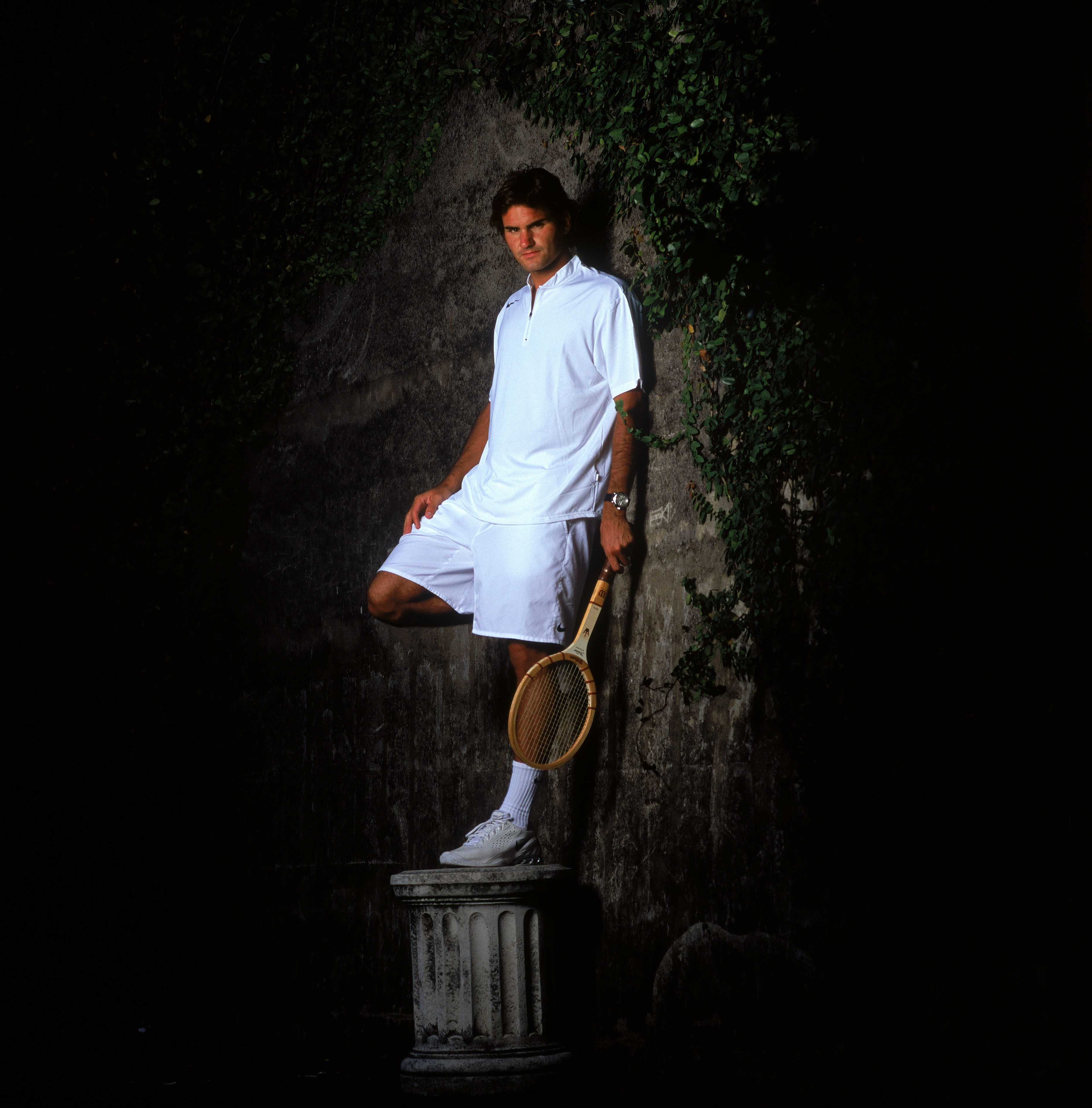 SYDNEY, AUSTRALIA - DECEMBER 21:  Roger Federer of Switzerland poses during a photo shoot at the Park Hyatt Hotel December 21, 2004 in Sydney, Australia. (Photo by Adam Pretty/Getty Images)