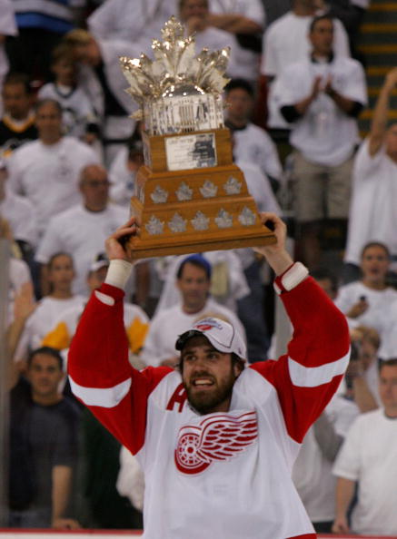 PITTSBURGH - JUNE 04: Stanley Cup Playoff MVP, Henrik Zetterberg #40 of the Detroit Red Wings skates with the Conn Smythe trophy after defeating the Pittsburgh Penguins in game six of the 2008 NHL Stanley Cup Finals at Mellon Arena on June 4, 2008 in Pitt