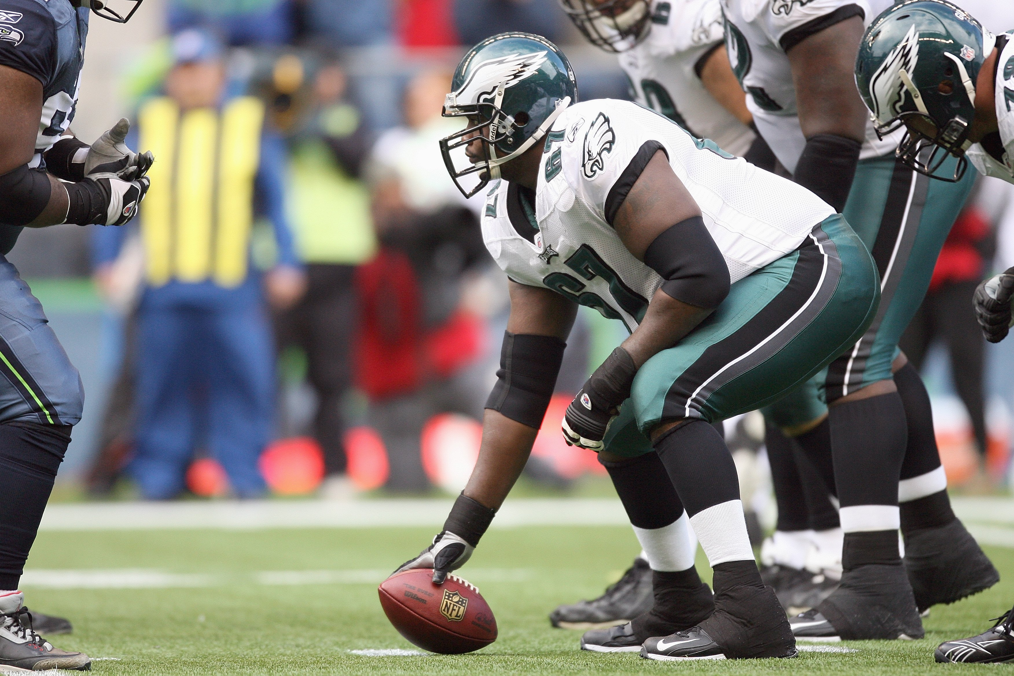 SEATTLE - NOVEMBER 02:  Jamaal Jackson #67 of the Philadelphia Eagles gets ready to hike the ball during the game against the Seattle Seahawks at Qwest Field on November 2, 2008 in Seattle, Washington. (Photo by Otto Greule Jr/Getty Images)