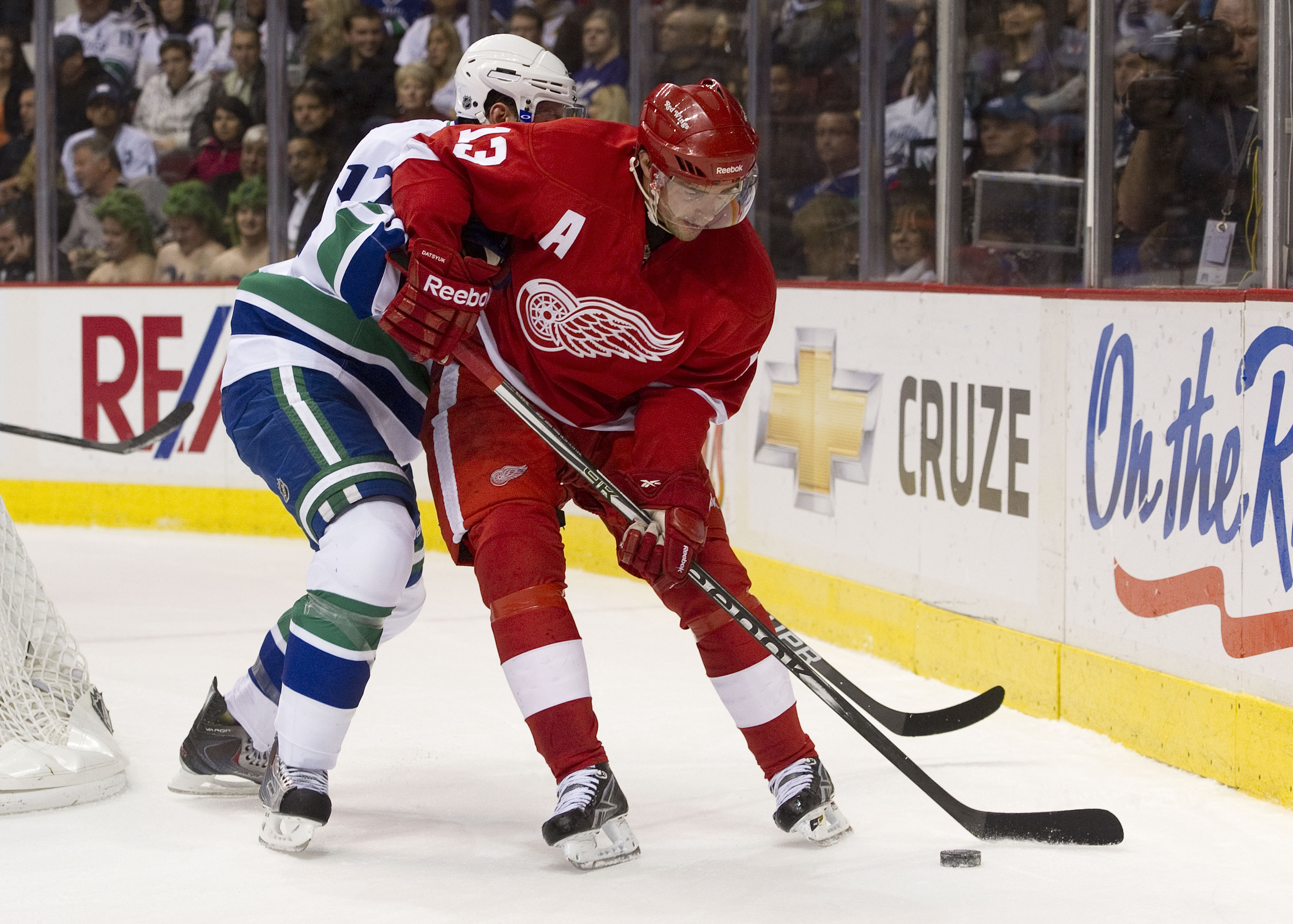VANCOUVER, CANADA - NOVEMBER 6: Ryan Kesler #17 of the Vancouver Canucks tries to tie up Pavel Datsyuk #13 of the Detroit Red Wings behind the net during the first period in NHL action on November 06, 2010 at Rogers Arena in Vancouver, British Columbia, C