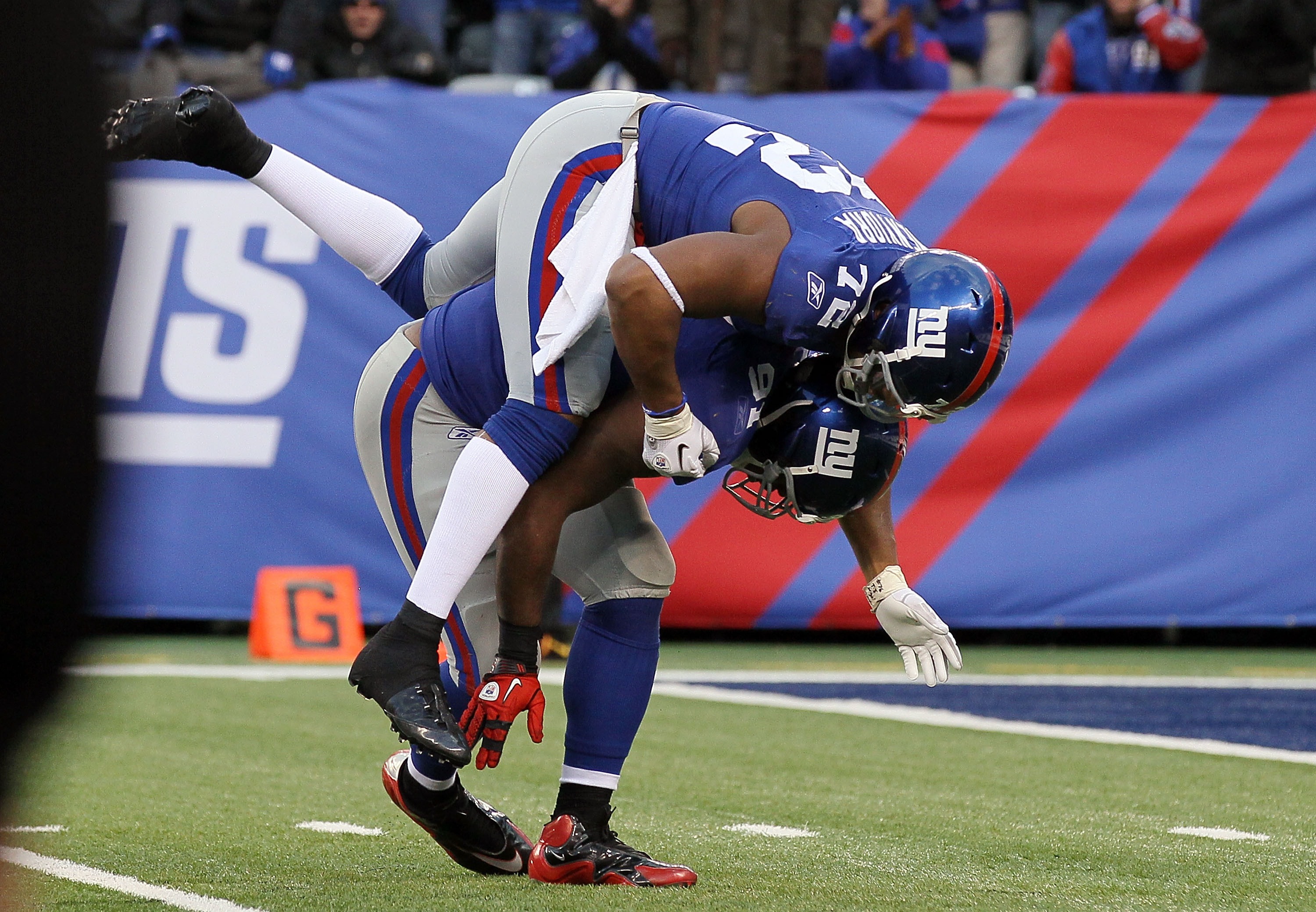 EAST RUTHERFORD, NJ - DECEMBER 05:  Justin Tuck #91 of the New York Giants celebrates with teammate Osi Umenyiora #72 after forcing a fumble against Donovan McNabb (not pictured) of the Washington Redskins during the fourth quarter on December 5, 2010 at