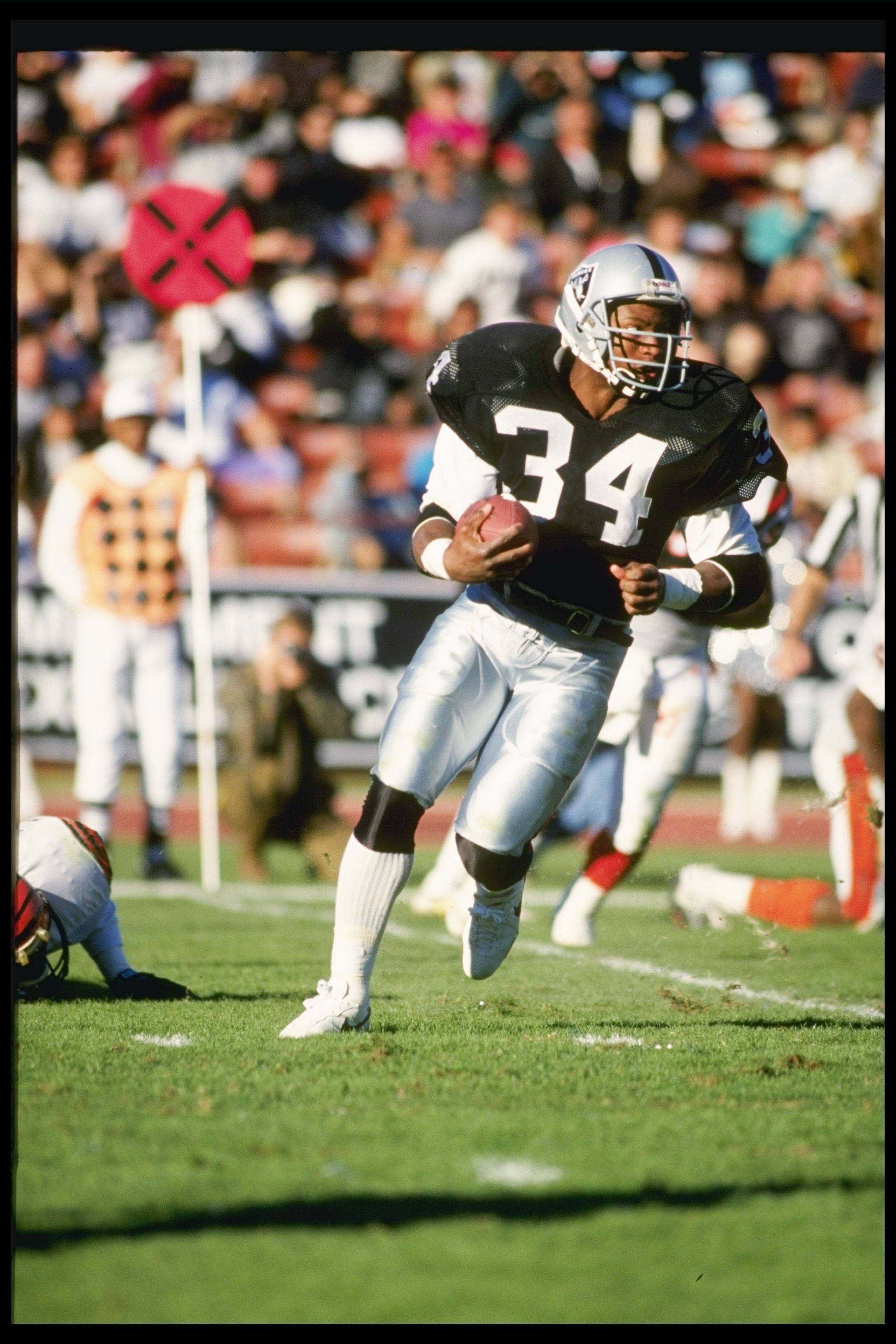 16 Dec 1990: Running back Bo Jackson of the Los Angeles Raiders runs down the field during a game against the Cincinnati Bengals at the Los Angeles Coliseum in Los Angeles, California. The Raiders won the game 24-7.