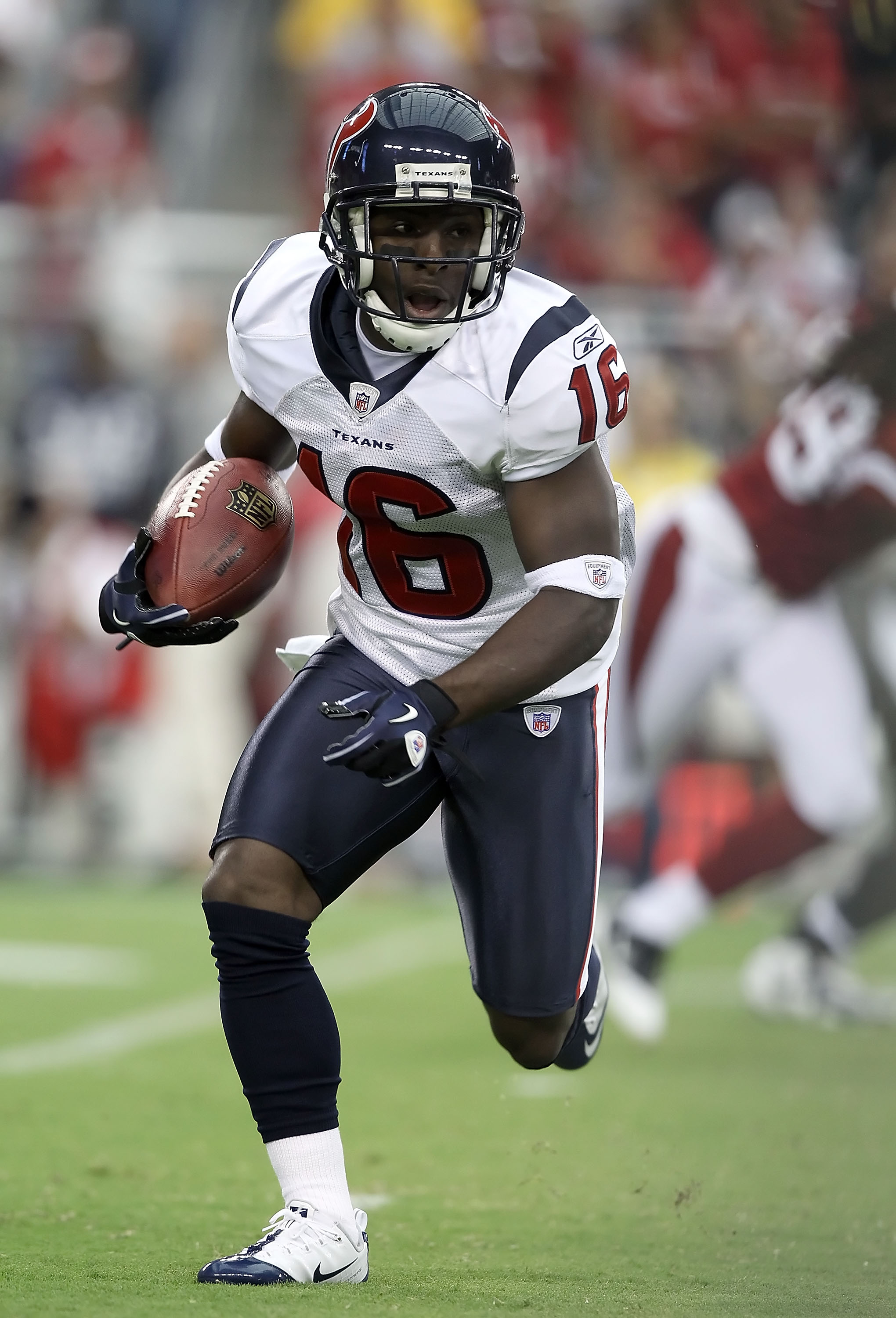 GLENDALE, AZ - AUGUST 14:  Wide receiver Trindon Holliday #16 of the Houston Texans returns a kick off against the Arizona Cardinals during preseason NFL game at the University of Phoenix Stadium on August 14, 2010 in Glendale, Arizona.  The Cardinals def