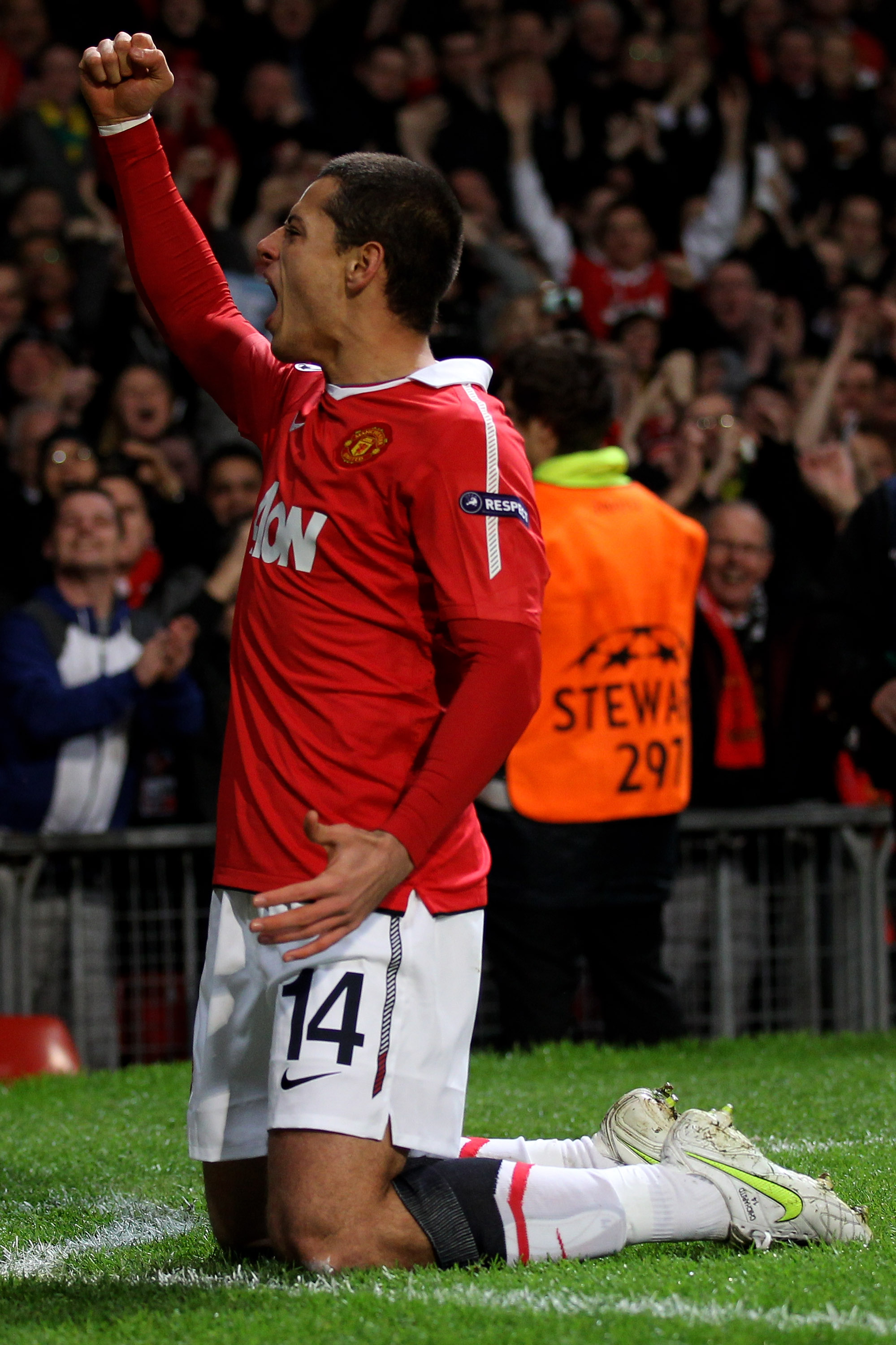 MANCHESTER, ENGLAND - MARCH 15:  Javier Hernandez of Manchester United celebrates scoring the opening goal during the UEFA Champions League round of 16 second leg match between Manchester United and Marseille at Old Trafford on March 15, 2011 in Mancheste