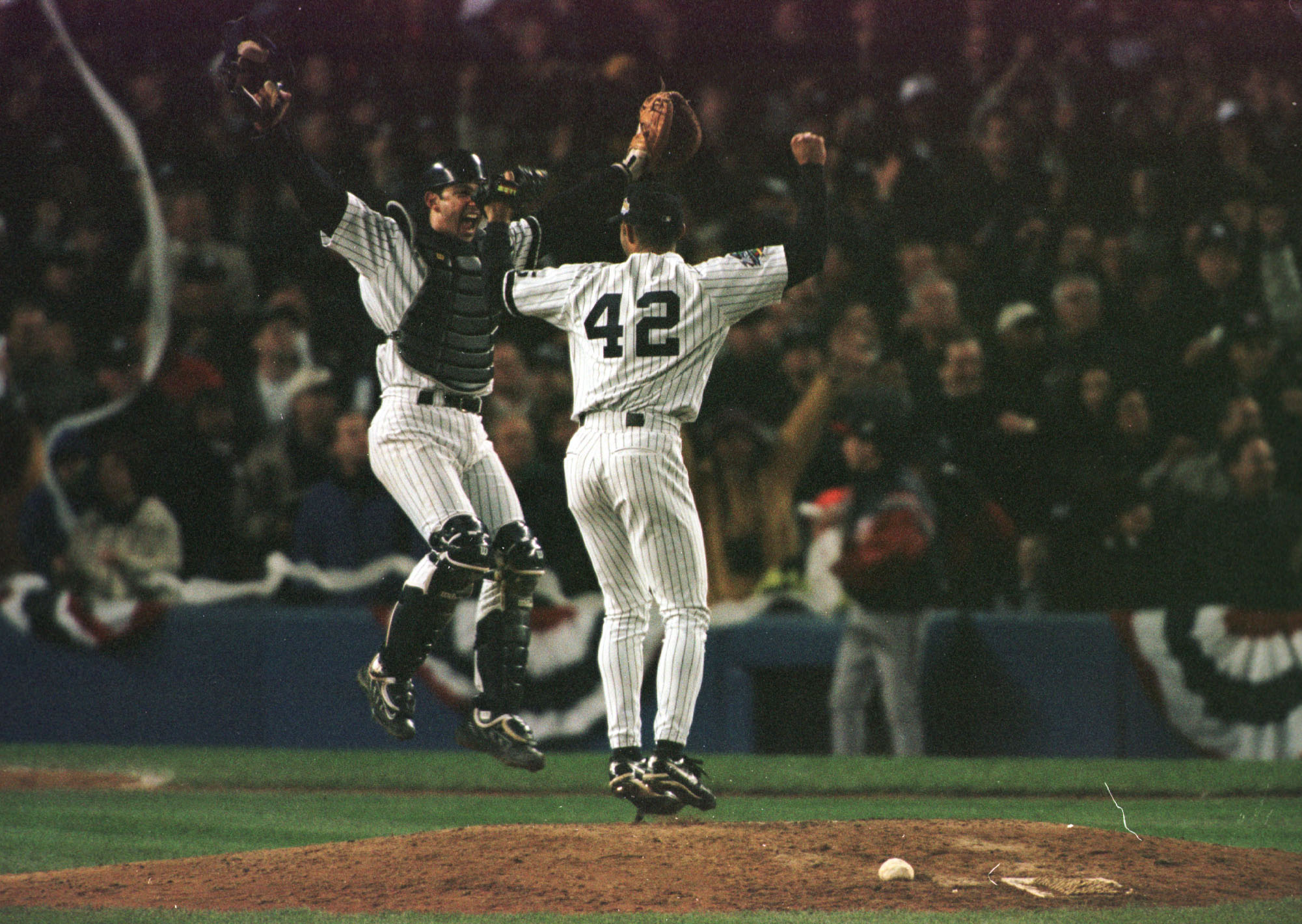 aa0162235 27 Oct 1999: Catcher Jorge Posada of the New York Yankees leaps into the air