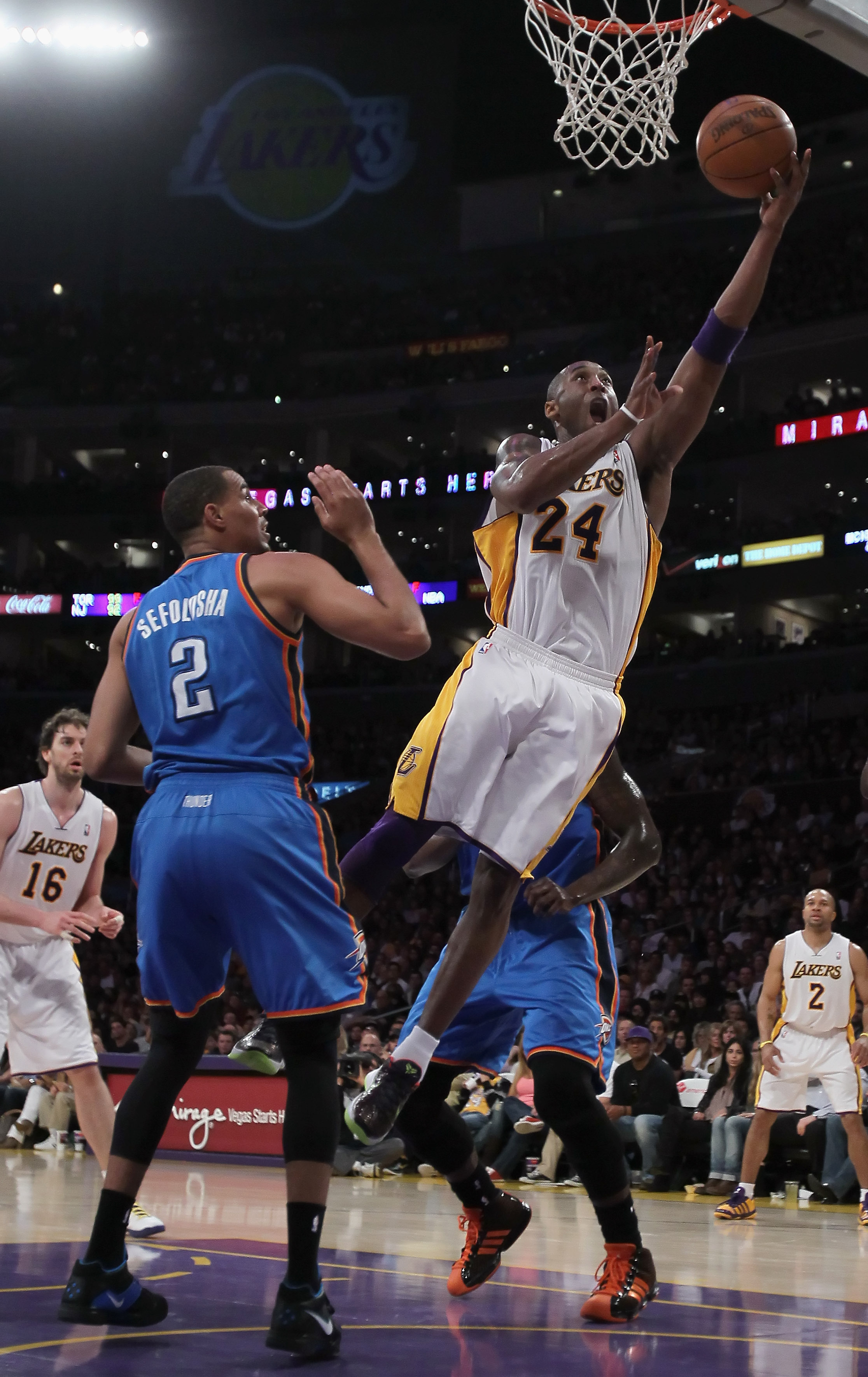 LOS ANGELES, CA - APRIL 10:  Kobe Bryant #24 of the Los Angeles Lakers drives to the basket past Thabo Sefolosha #2 of the Oklahoma City Thunder in the first half at Staples Center on April 10, 2011 in Los Angeles, California. NOTE TO USER: User expressly