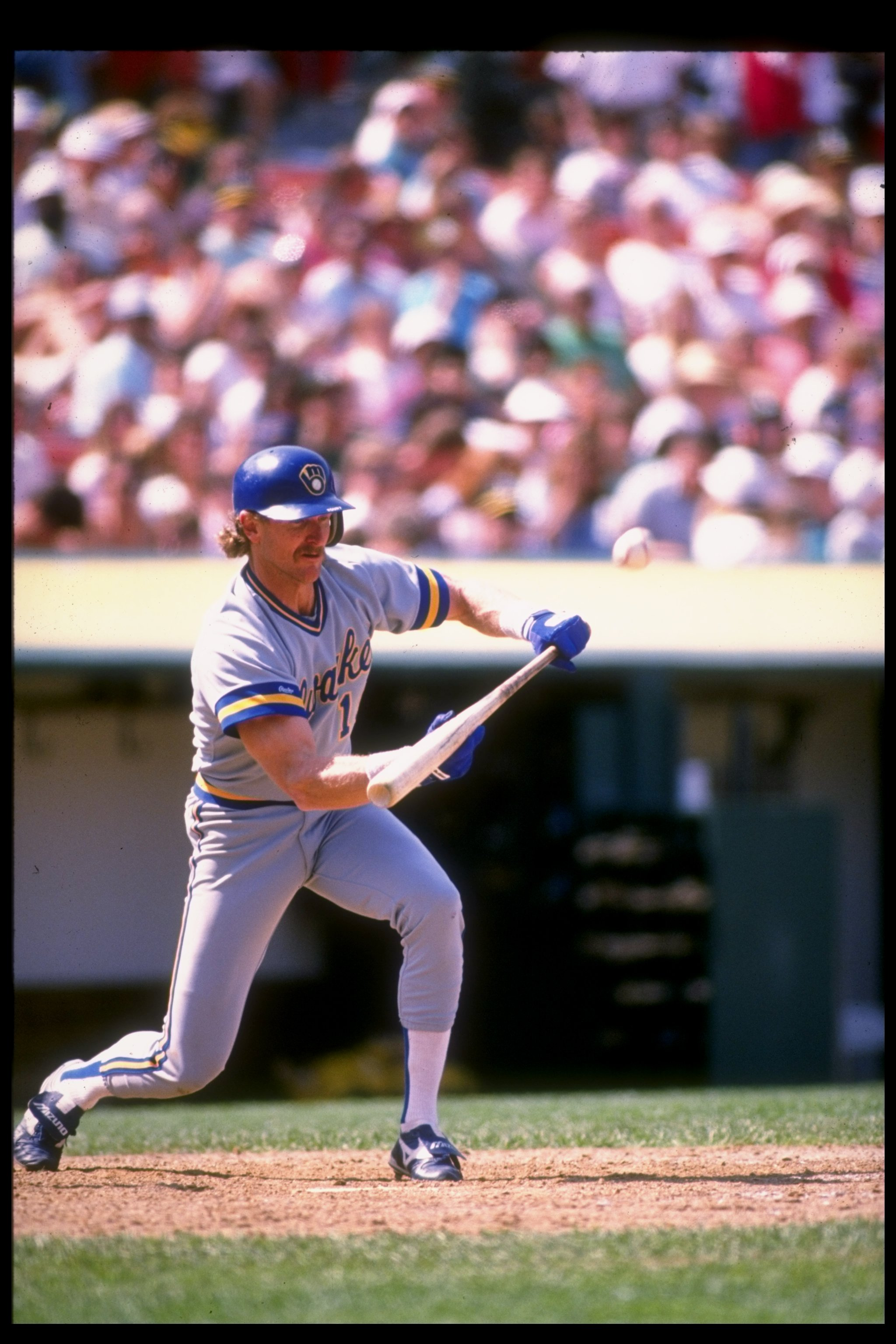 1989:  Shortstop Robin Yount of the Milwaukee Brewers swings at the ball. Mandatory Credit: Otto Greule  /Allsport