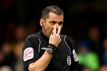 LONDON, ENGLAND - FEBRUARY 19:  Referee Phil Dowd gestures during the FA Cup sponsored by E.ON 4th round replay match between Chelsea and Everton at Stamford Bridge on February 19, 2011 in London, England.  (Photo by Richard Heathcote/Getty Images)