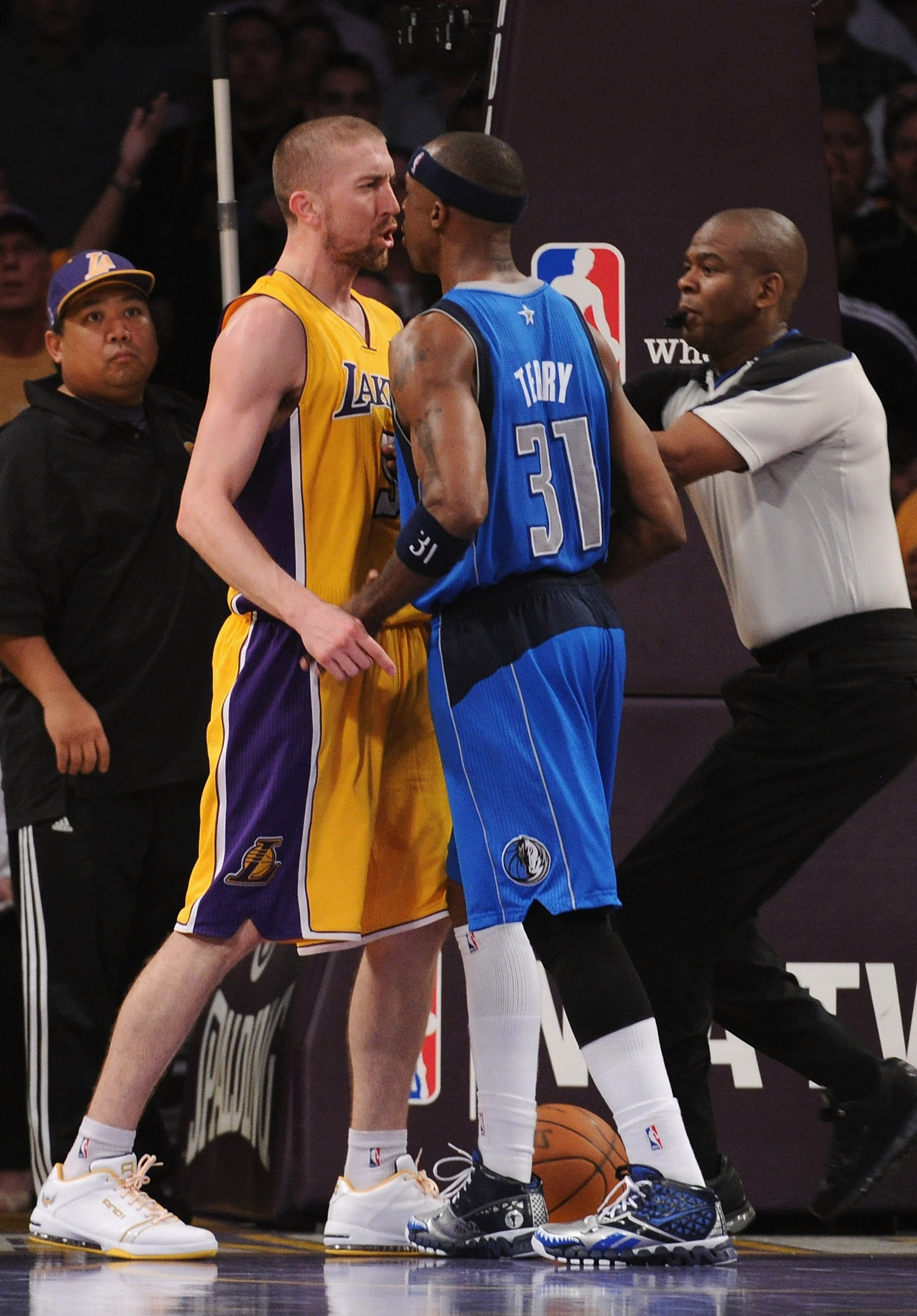 LOS ANGELES, CA - MARCH 31:  Steve Blake #5 of the Los Angeles Lakers and Jason Terry #31 of the Dallas Mavericks push and argue at Staples Center on March 31, 2011 in Los Angeles, California.  Blake and Terry were ejected from the game.  NOTE TO USER: Us